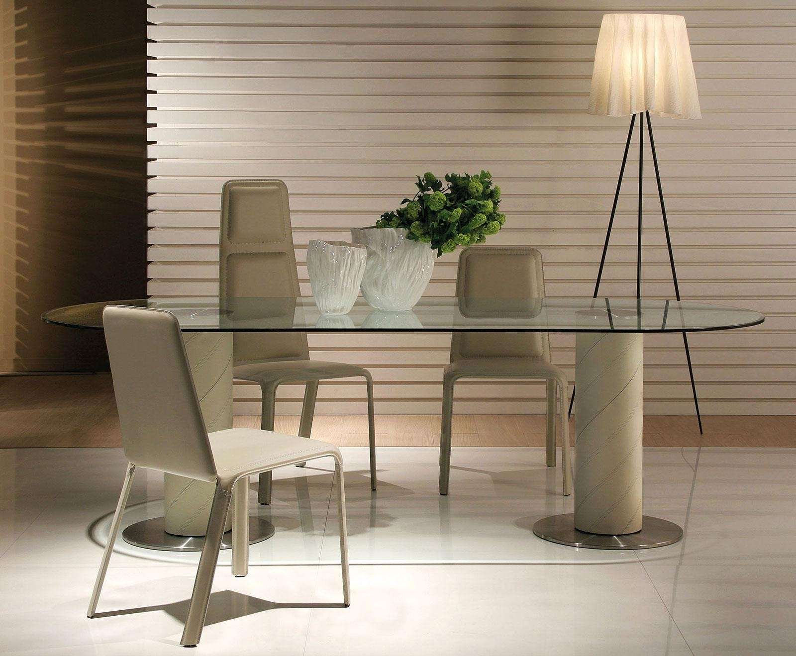 Fashionable Italian Dining Tables Throughout Rolling 2B Oval Clear Glass Dining Table (View 6 of 25)