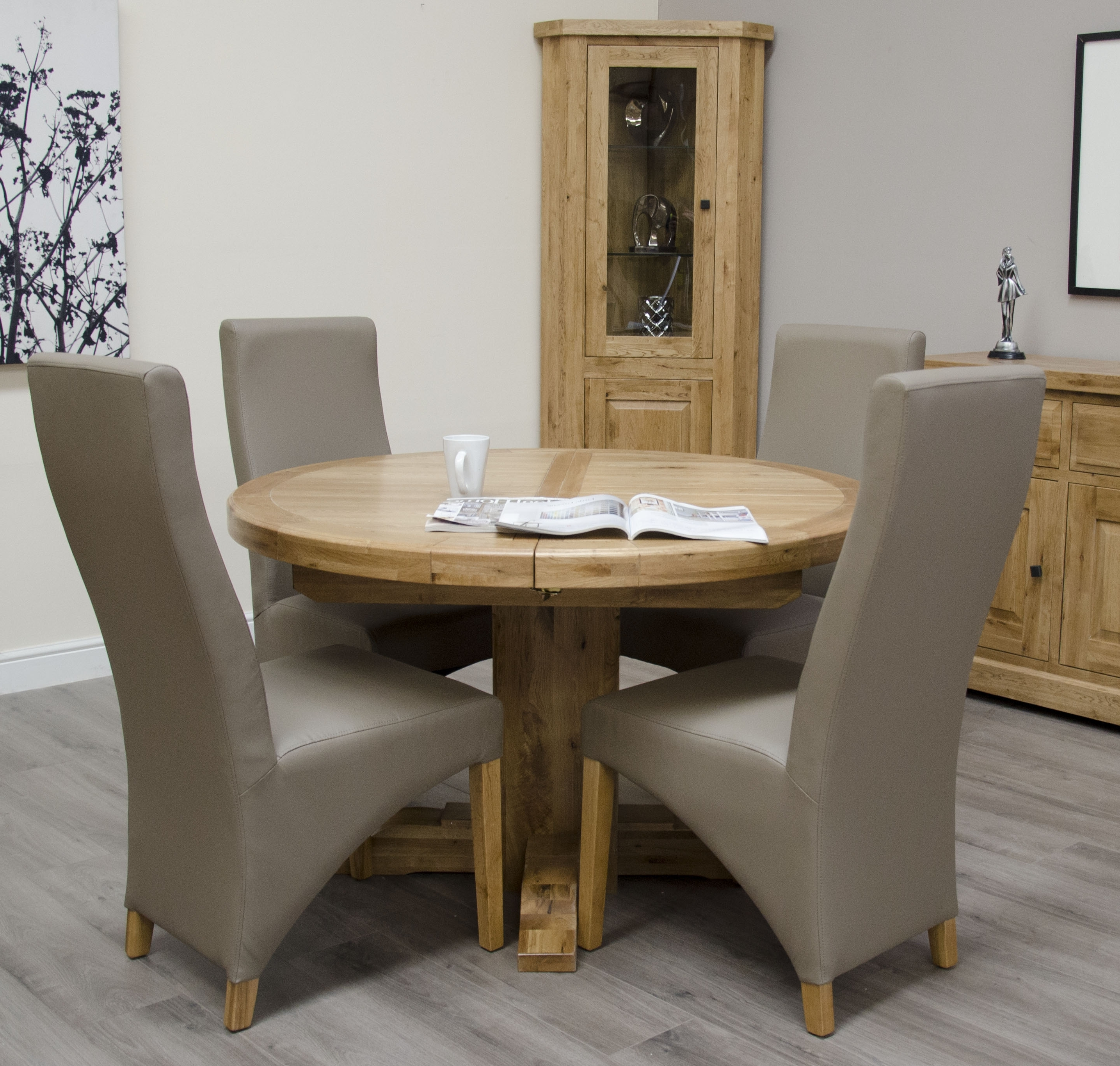 Favorite Chatsworth Oak Round Extending Table In Chatsworth Dining Tables (View 12 of 25)