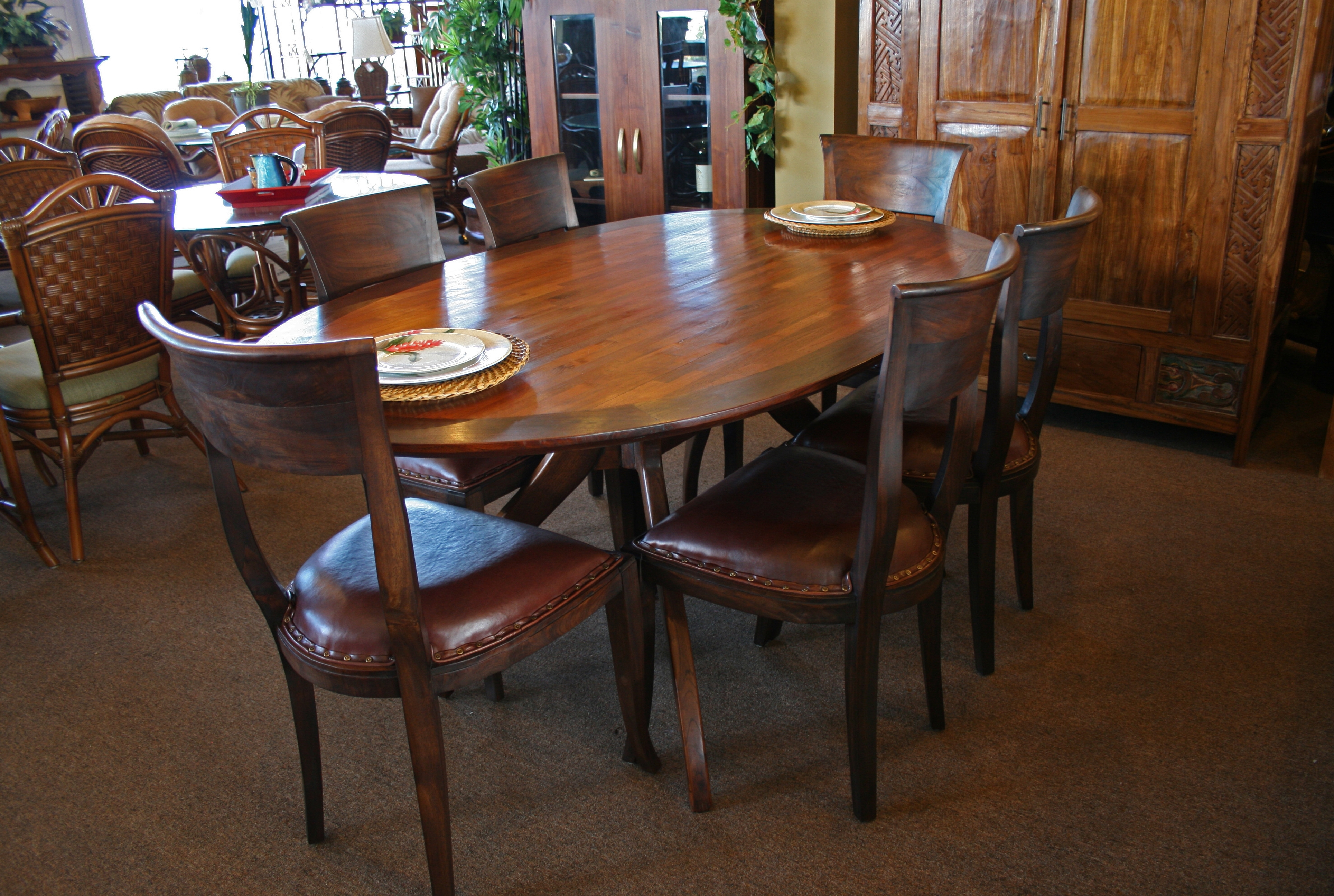 Favorite Oval Extending Dining Tables And Chairs Regarding Modern White Satin Oval Extending Dining Table (View 16 of 25)