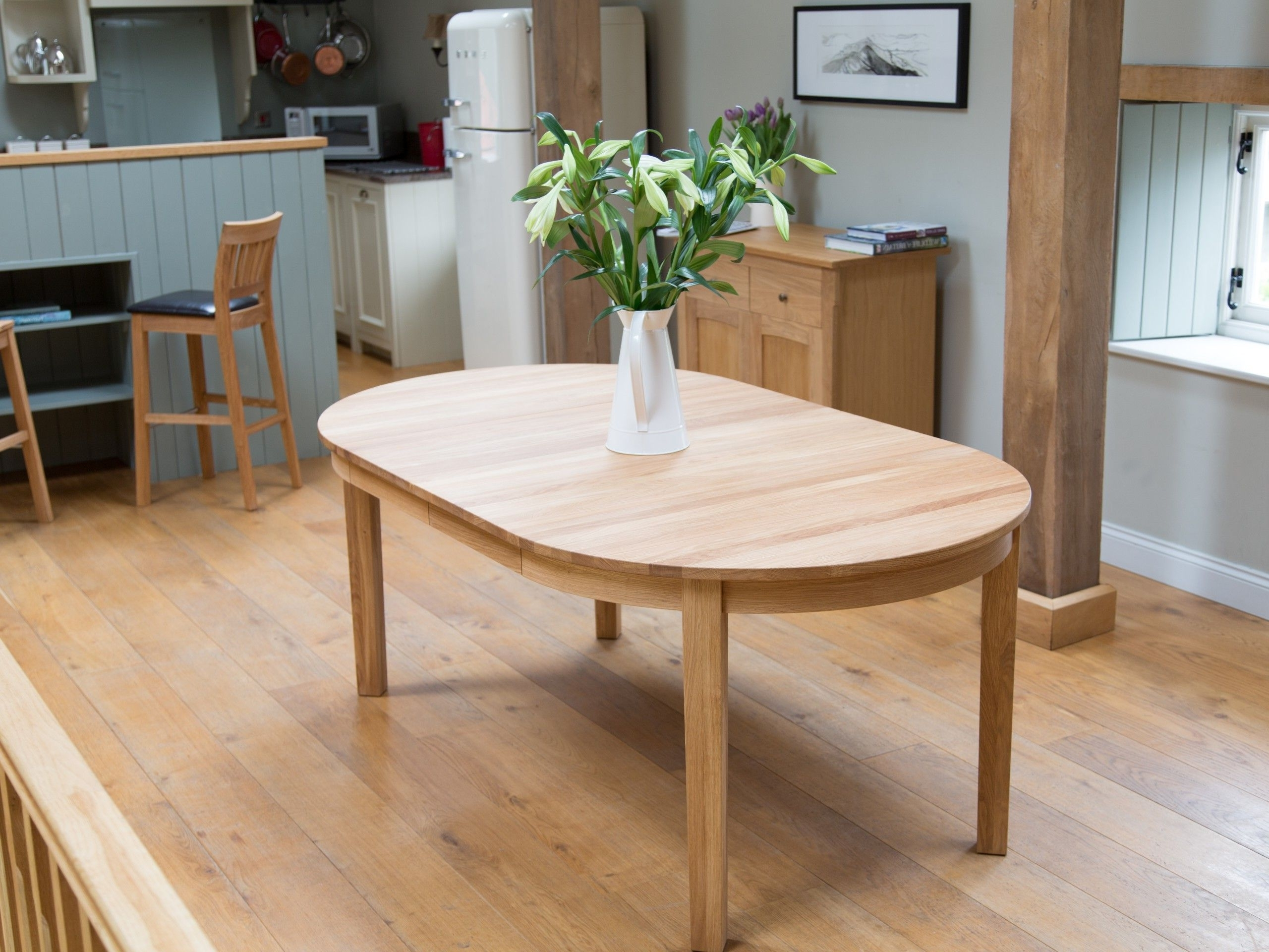 Favorite Round Oak Extendable Dining Tables And Chairs Intended For Round Extendable Dining Room Tables (View 5 of 25)