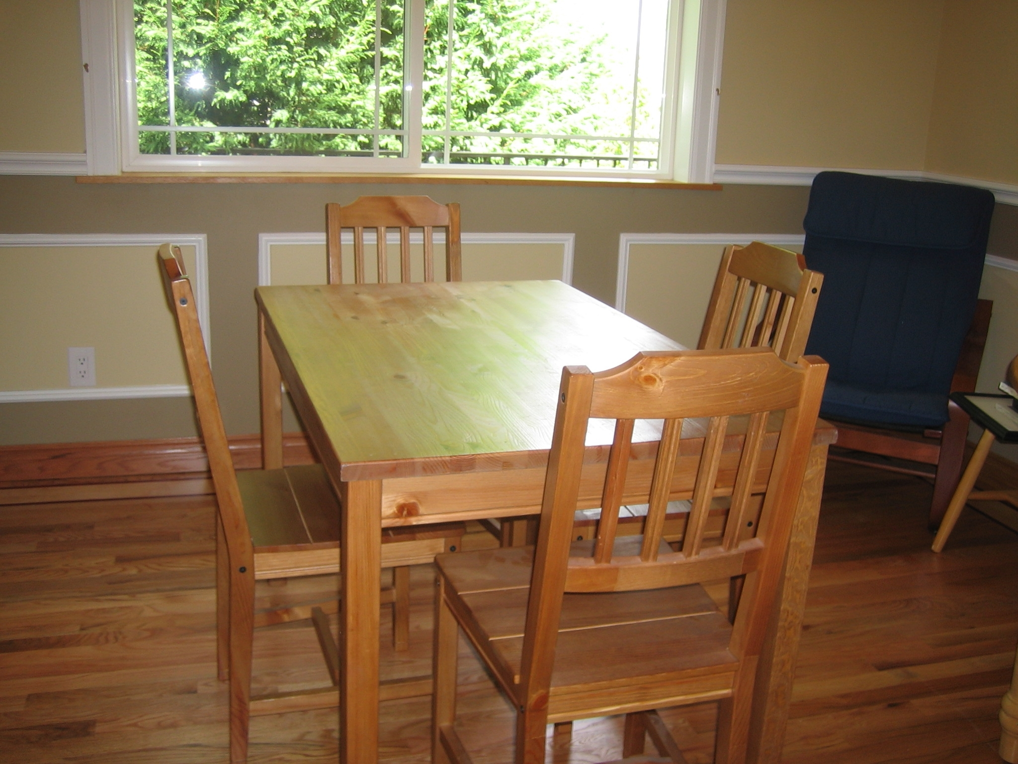 File:kitchen Table – Wikimedia Commons Throughout 2018 Non Wood Dining Tables (View 8 of 25)