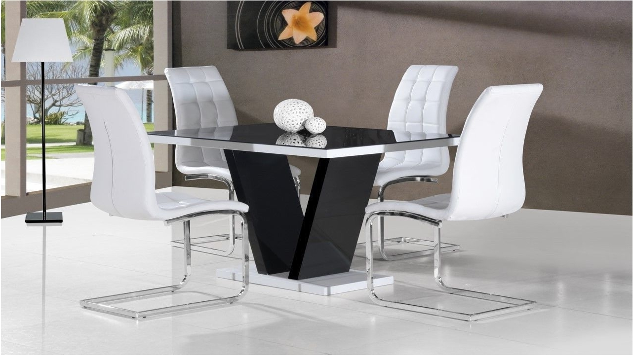 Glass And White Gloss Dining Tables Within Famous Marvelous Black Glass High Gloss Dining Table And 4 Chairs In Black (Gallery 3 of 25)