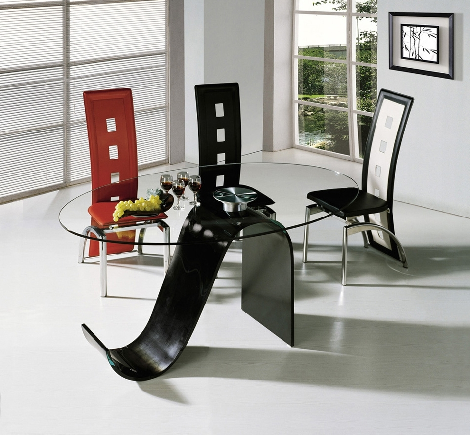 Glass Top Modern Dining Tables For Trendy Homes (View 7 of 25)