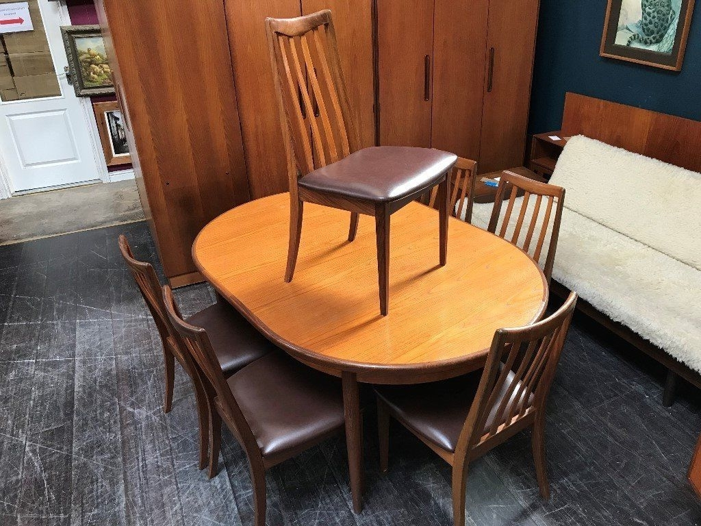 Helms 5 Piece Round Dining Sets With Side Chairs With Regard To Well Liked Large Extending Dining Table & 6 Chairsg Plan (View 22 of 25)