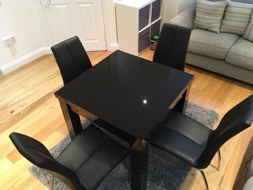 In With Regard To Black Gloss Extending Dining Tables (View 11 of 25)