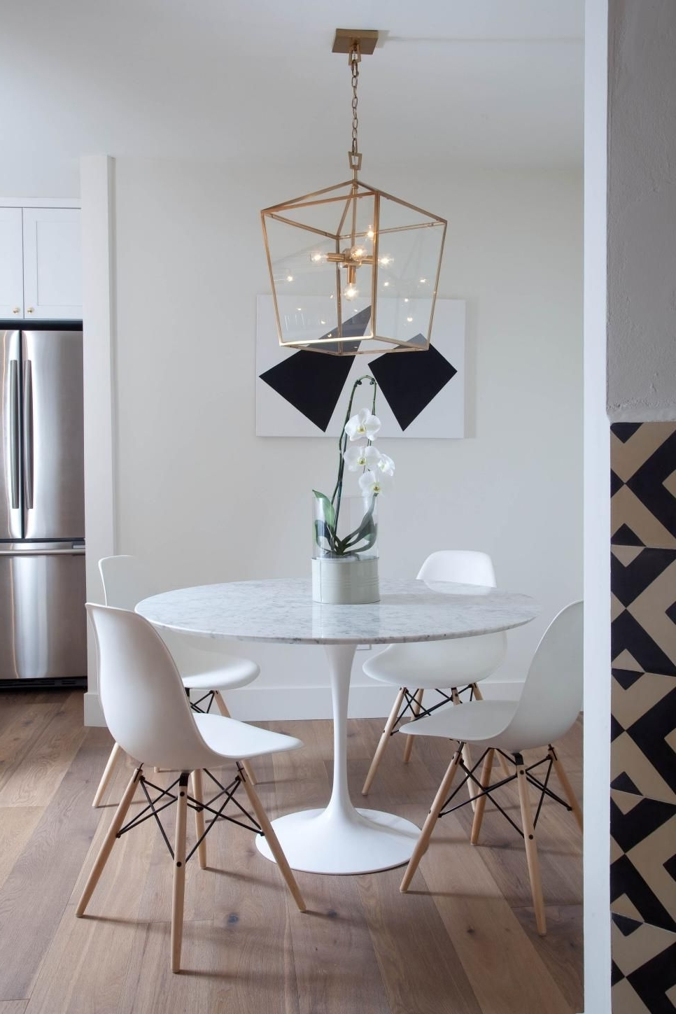 Lassen 5 Piece Round Dining Sets With Fashionable White Eames Style Dining Chairs Surround The Contemporary Round (View 19 of 25)