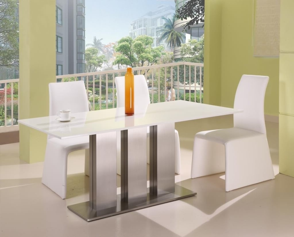 Latest Dining Room: Modern White Dining Tables With Sleek Dining Room Regarding Sleek Dining Tables (View 14 of 25)