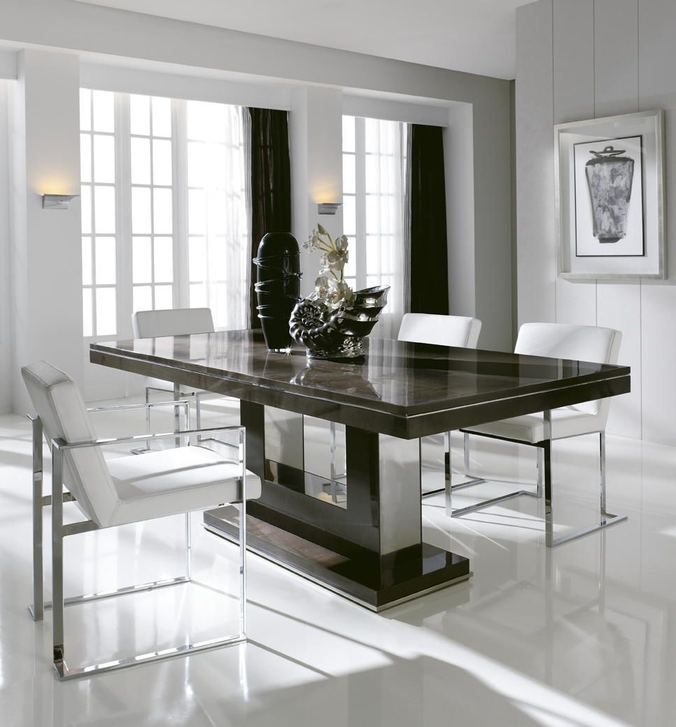 London Collection Italian Extending Dining Table Shown Here Finished Pertaining To Best And Newest Dining Tables London (View 14 of 25)