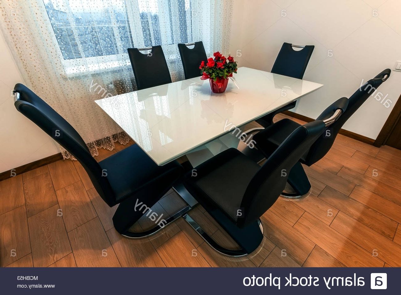Most Current White Wooden And Glass Round Dining Table With Six Chairs (View 17 of 25)