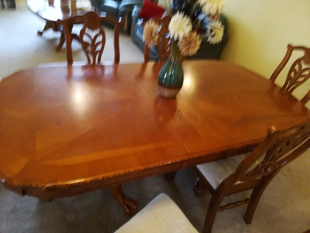 Most Popular Extending Dining Room Tables And Chairs Inside Extending Dining Room Table And Chairs And Matching Coffee Table (View 24 of 25)