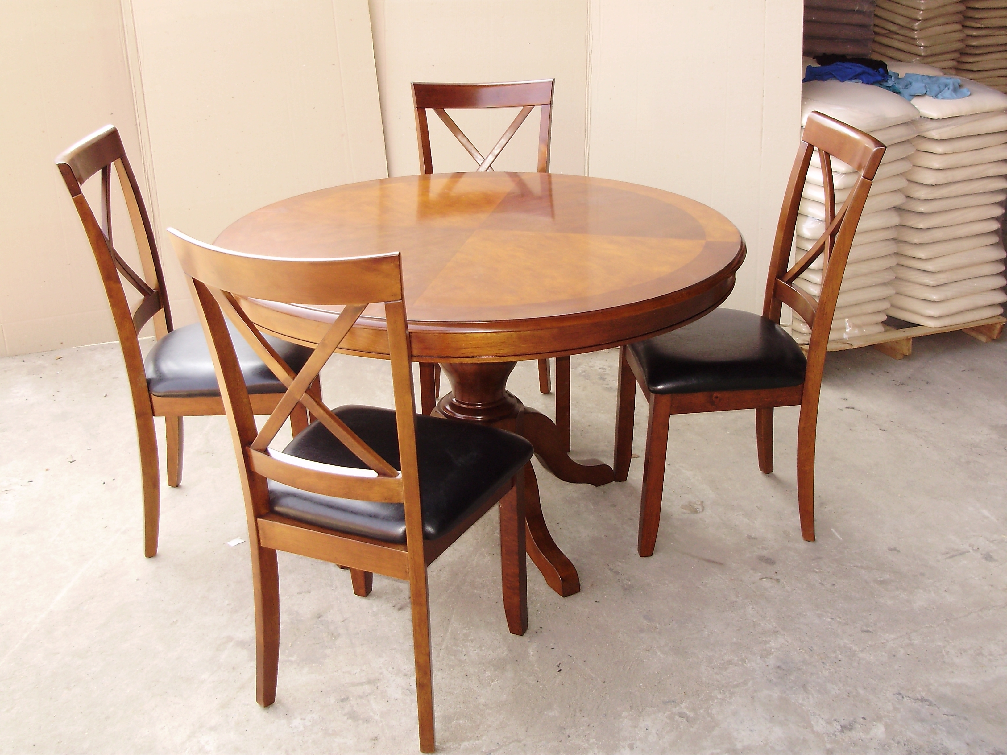 Most Popular Round Oak Dining Tables And 4 Chairs Throughout 27 Round Oak Dining Table Set, Bentley Round Oak Veneer And White (Gallery 14 of 25)