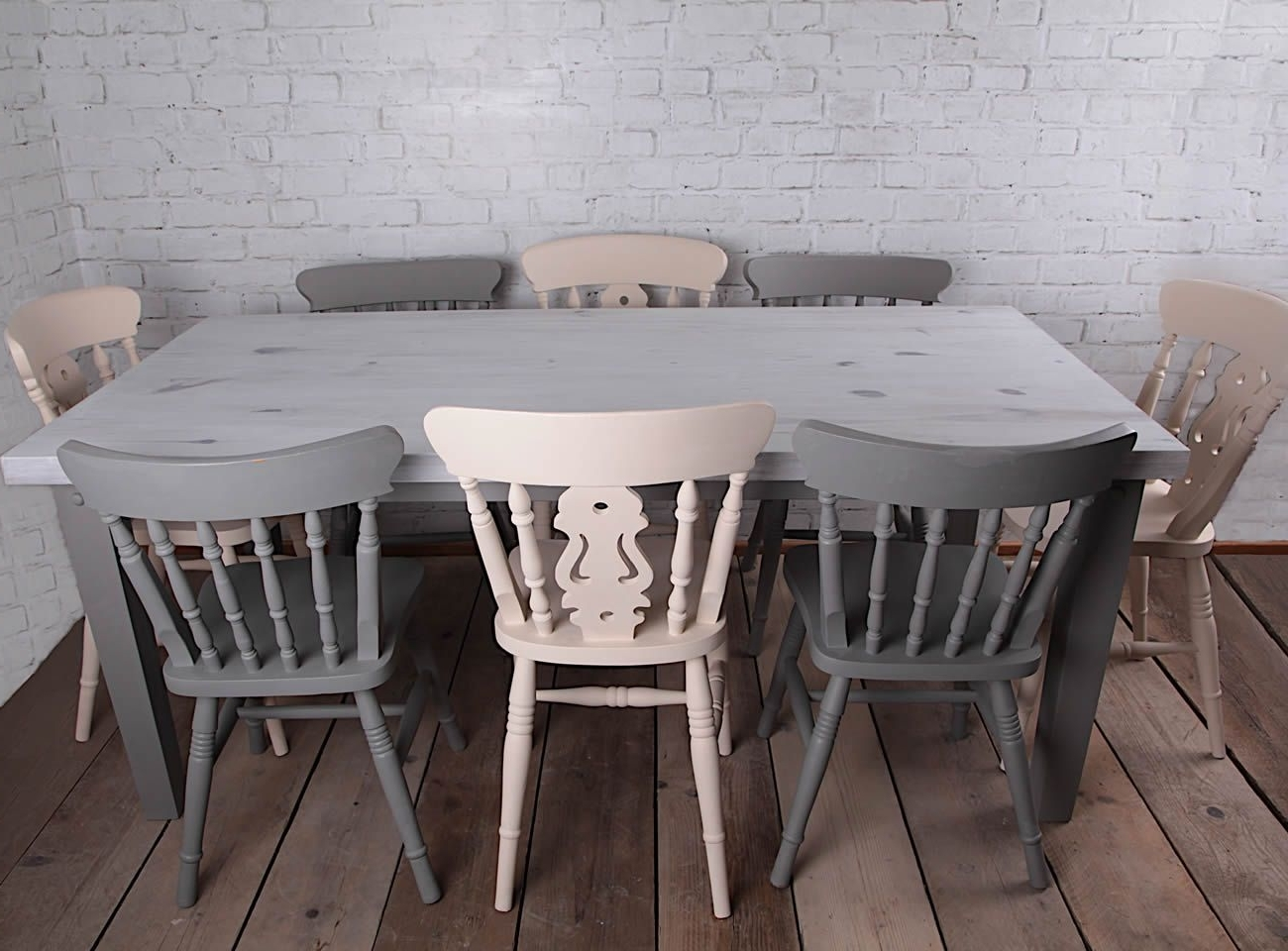 Most Recent Mesa Y Sillas Pintadas En Blancos Y Grises #autenticochalkpaint Y Throughout Shabby Dining Tables And Chairs (View 10 of 25)