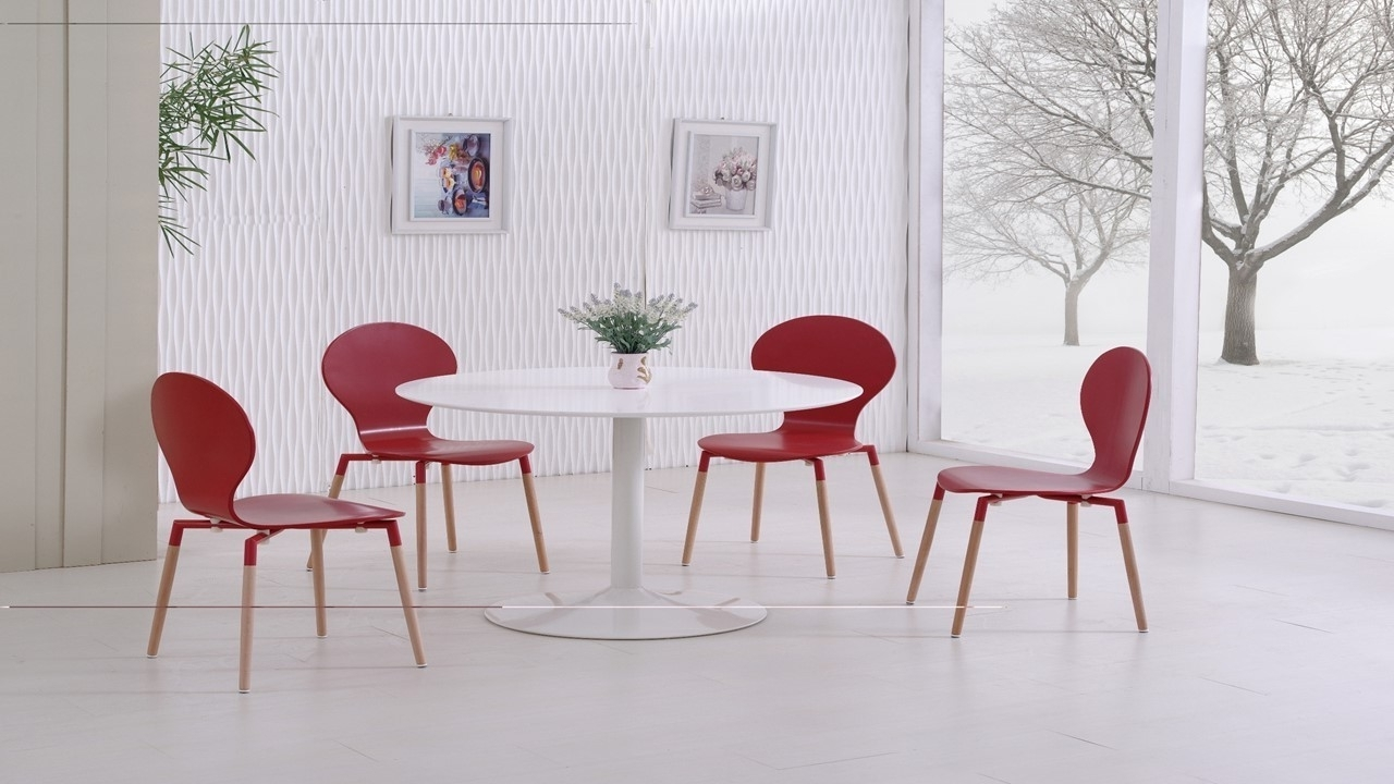 Most Recent Red Gloss Dining Tables Within White Gloss Dining Table And 4 Red Pu Chairs (View 11 of 25)