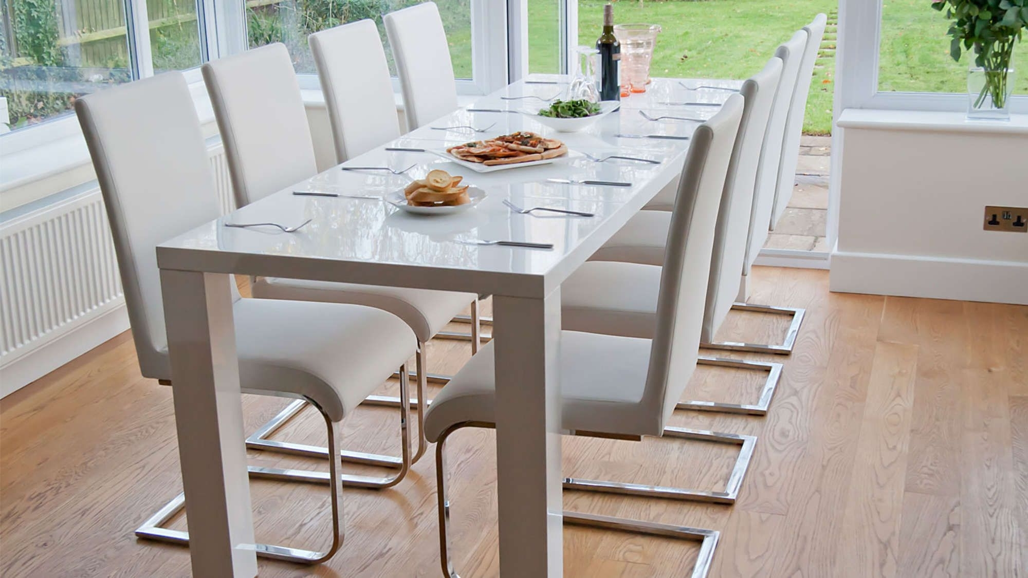 Most Recent White Gloss Dining Room Furniture Throughout Fern White Gloss Extending Dining Table (View 12 of 25)
