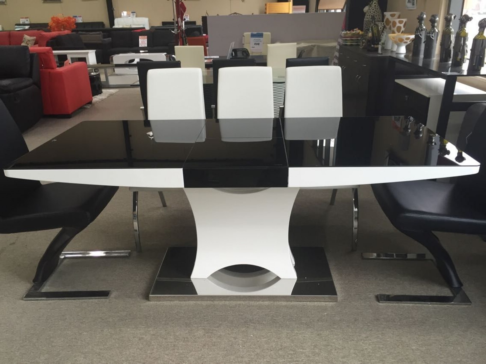 Most Recently Released Black High Gloss Dining Tables With Regard To Modern Extendable Black & White High Gloss White Dining Table (Gallery 8 of 25)