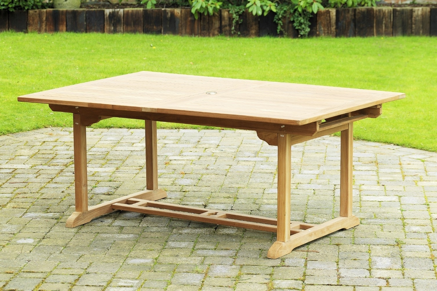 Most Up To Date Extending Outdoor Dining Tables Within Extendable Rectangular Dining Table (View 18 of 25)