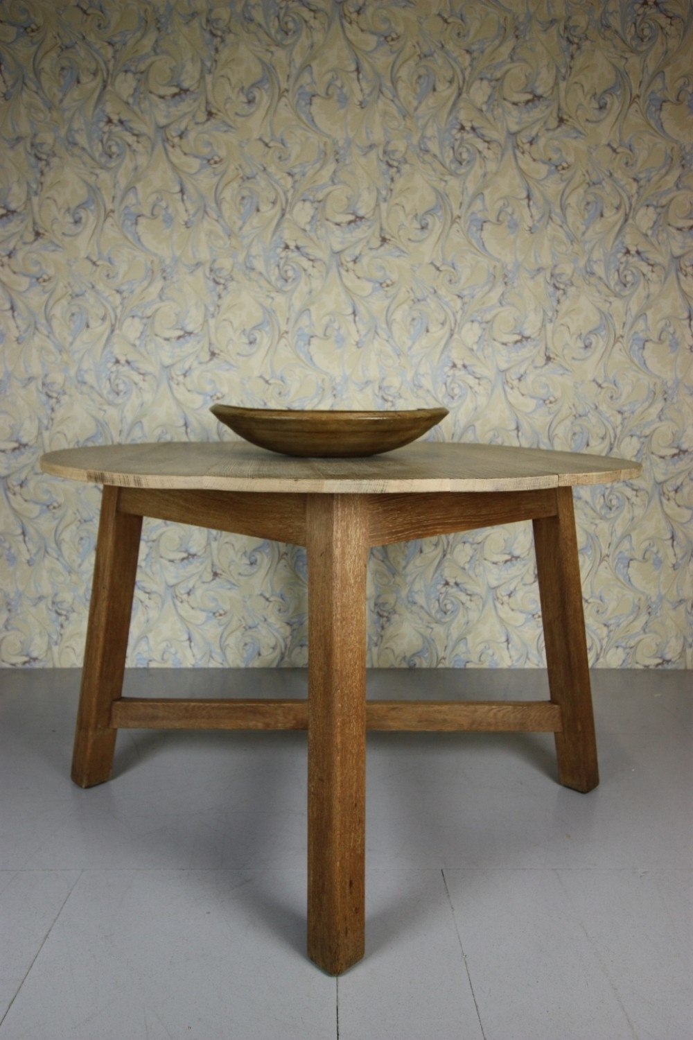 Most Up To Date Large Heals Antique Oak Circular Dining Table (View 21 of 25)