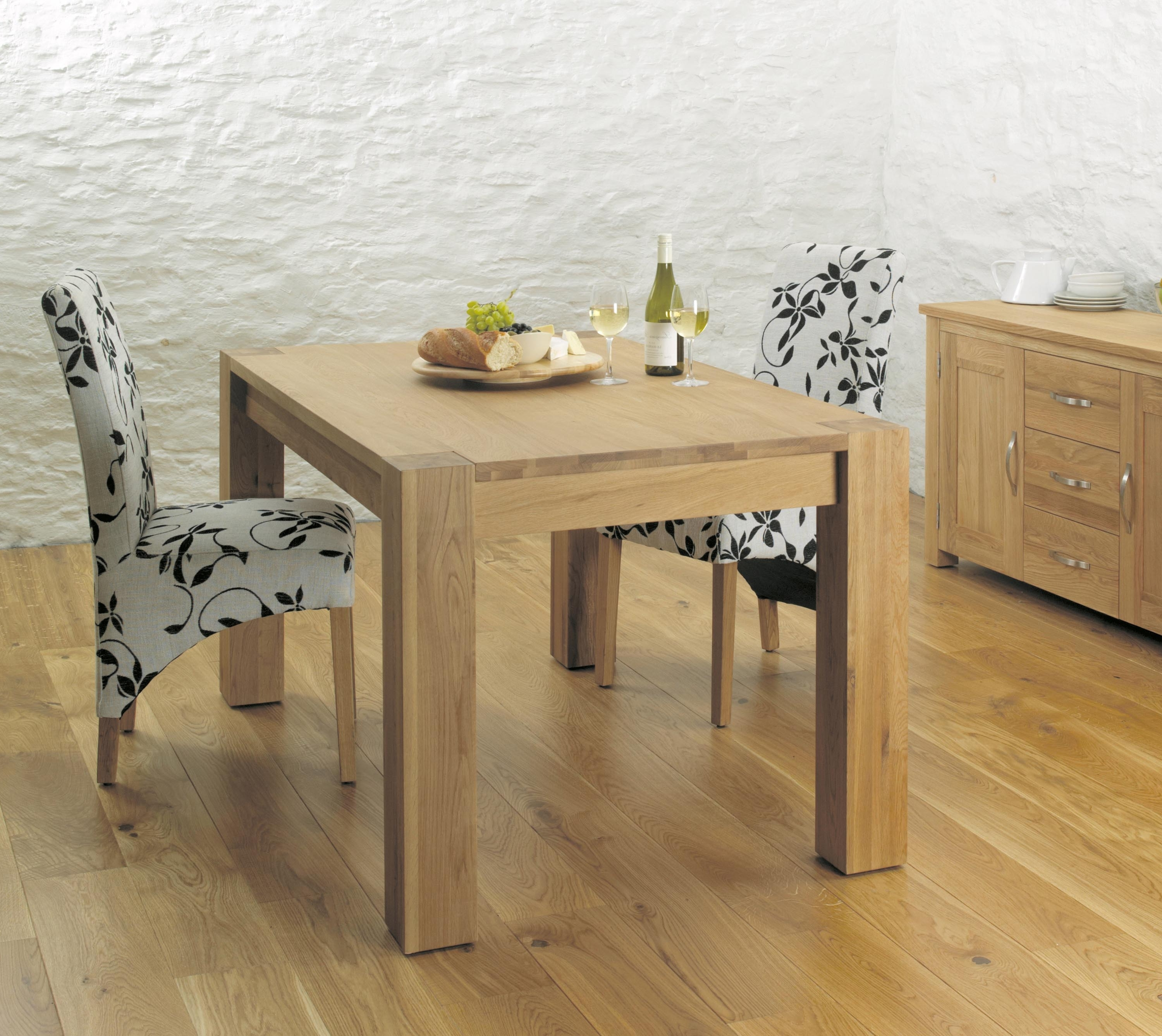 Oak 6 Seater Dining Tables In Fashionable Aston Oak Dining Table (4 To 6 Seater) (Cvr04B) (View 15 of 25)