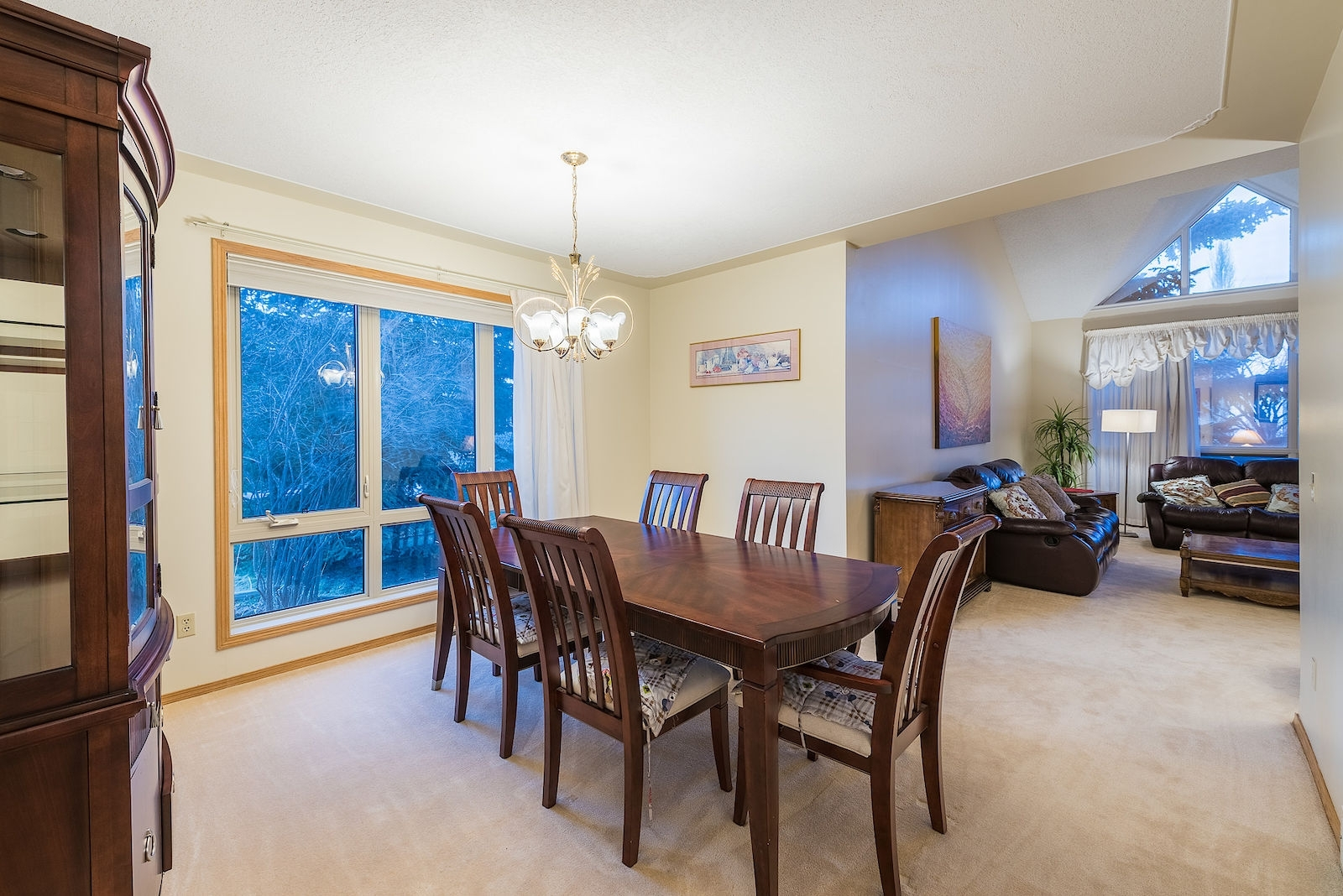 Patterson 6 Piece Dining Sets Regarding 2017 Calgary House For Rent (View 21 of 25)
