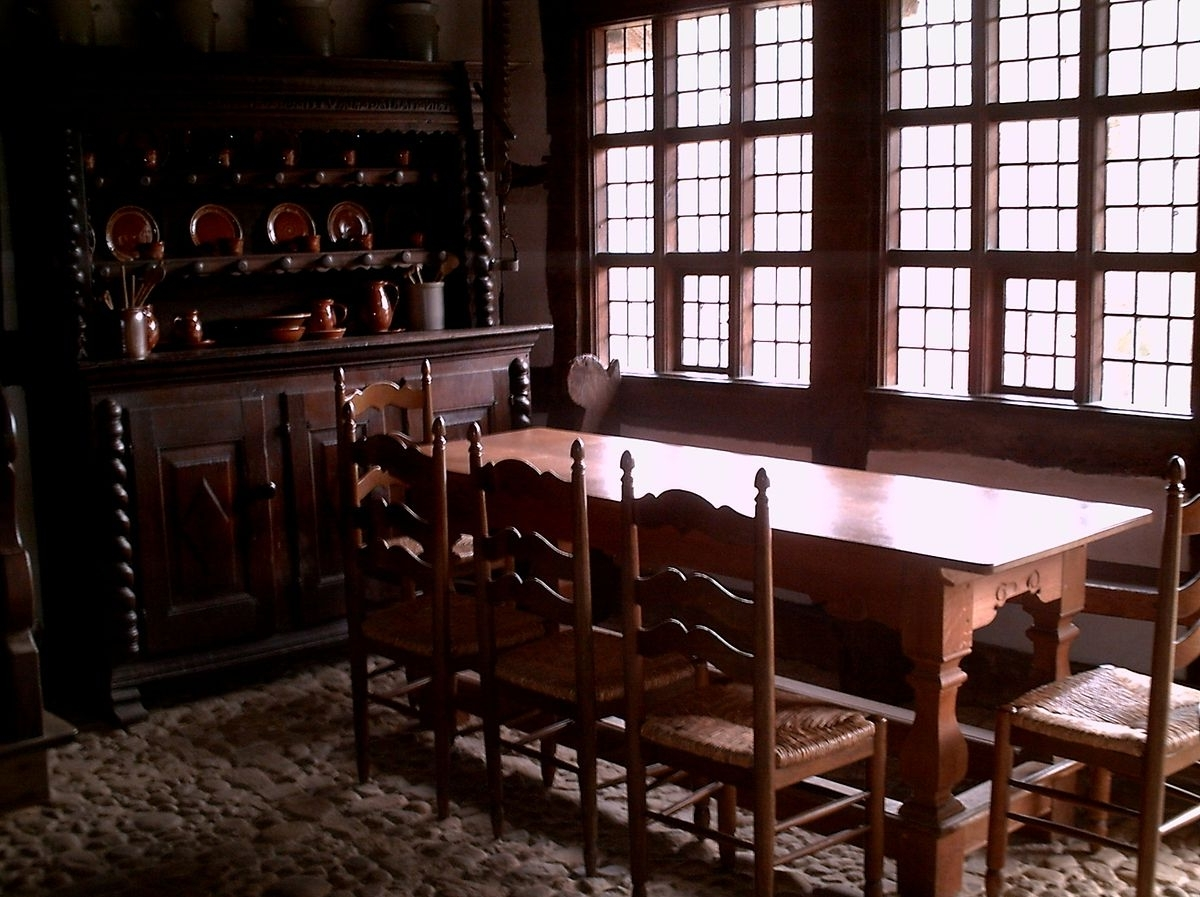 Popular Dining Room Tables With Regard To Dining Room – Wikipedia (Gallery 21 of 25)