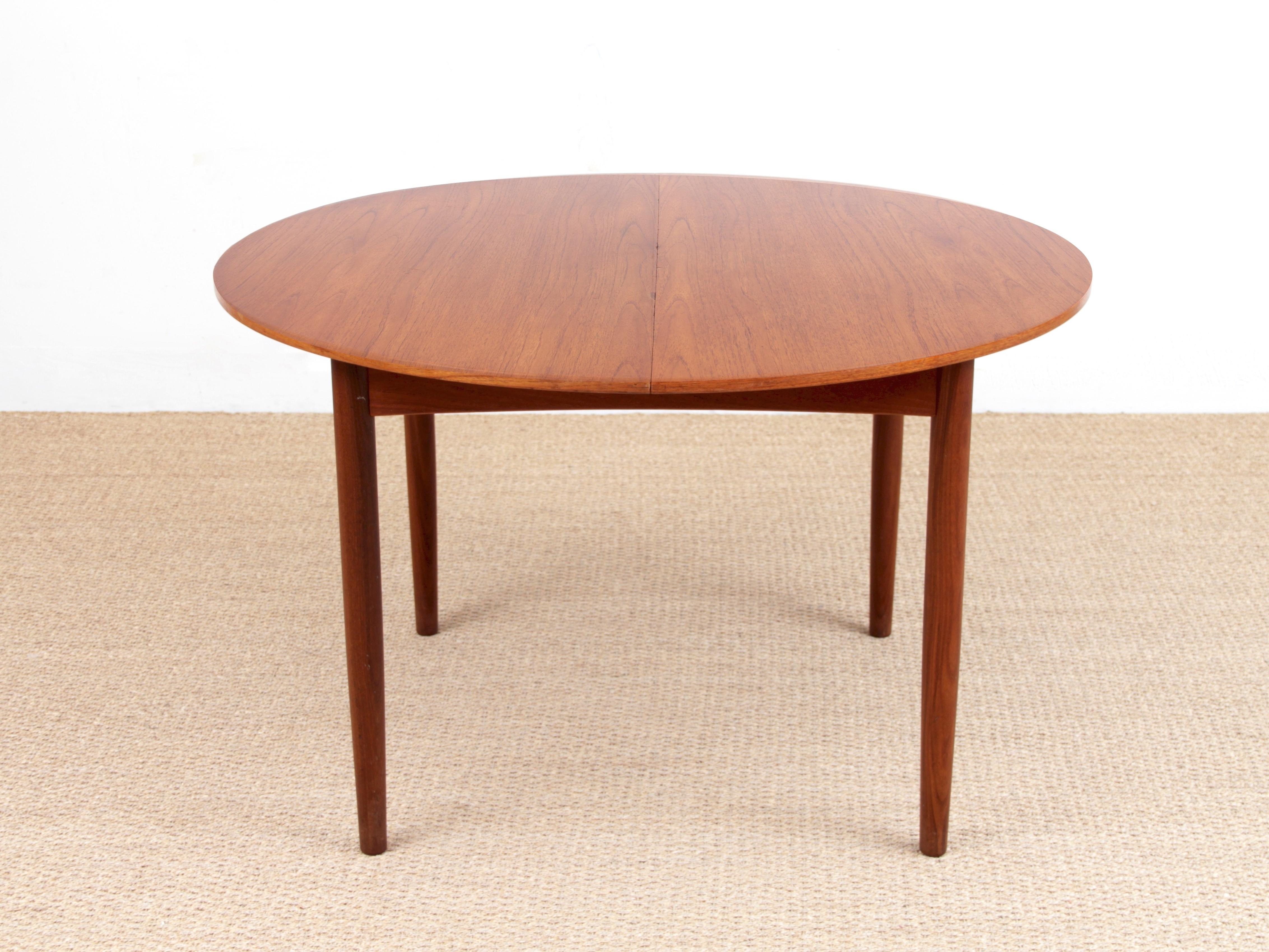 Popular Scandinavian Round Teak Dining Table With 2 Extensions 410 People With Round Teak Dining Tables (View 21 of 25)