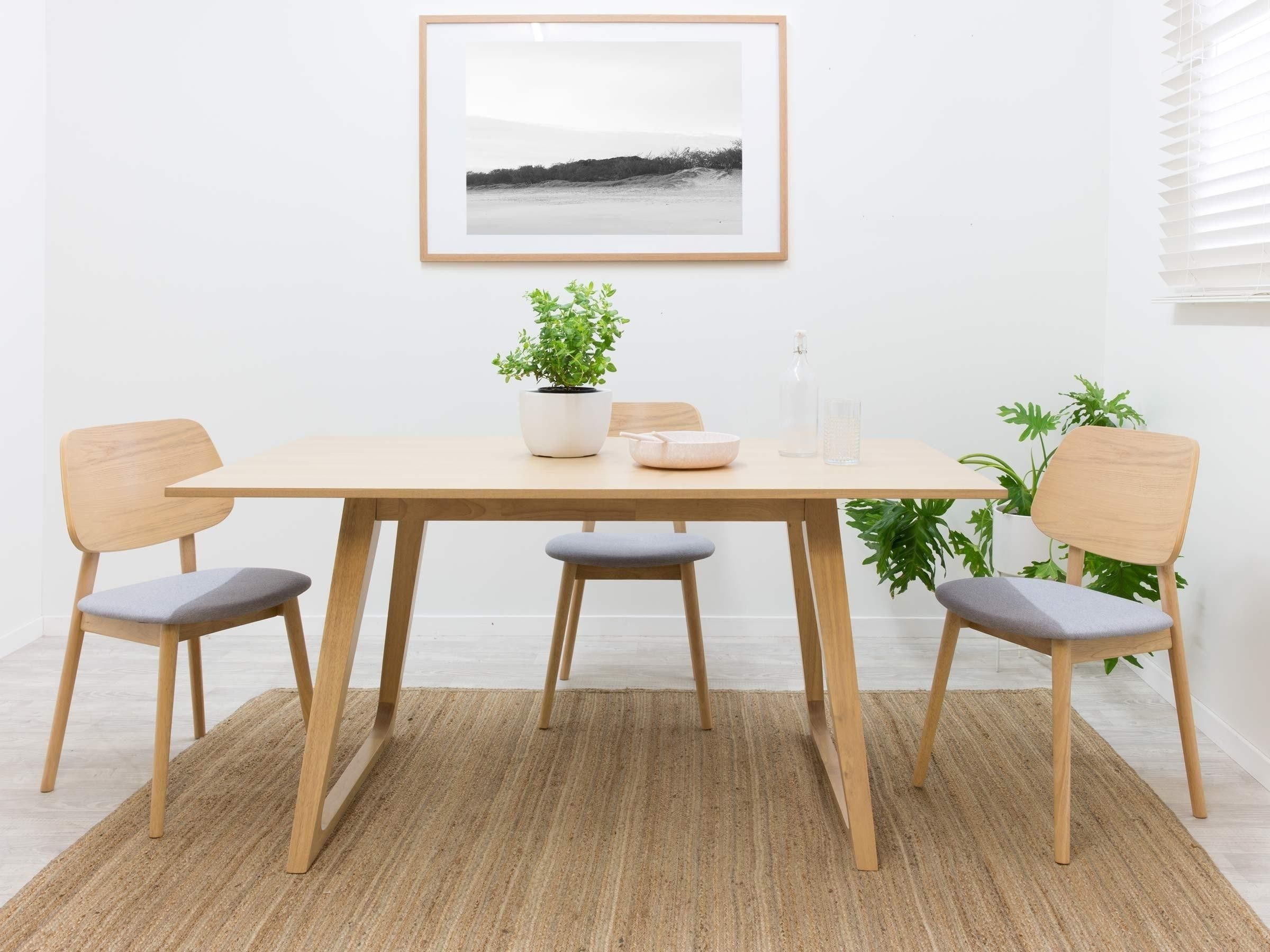 Preferred 6 Seater Round Dining Tables Throughout The 24 Elegant Solid Oak Round Dining Table 6 Chairs (View 20 of 25)