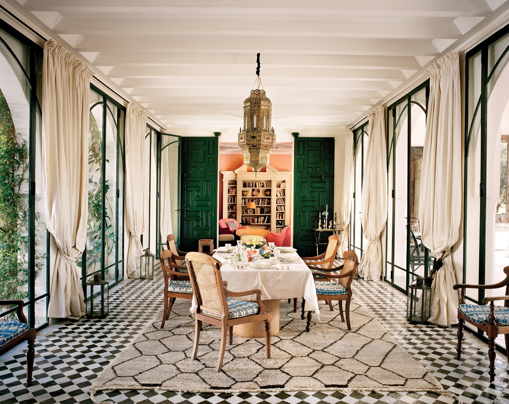 Recent Vogue Dining Tables Pertaining To A Look At 30 Dining Rooms In Vogue – Vogue (View 13 of 25)
