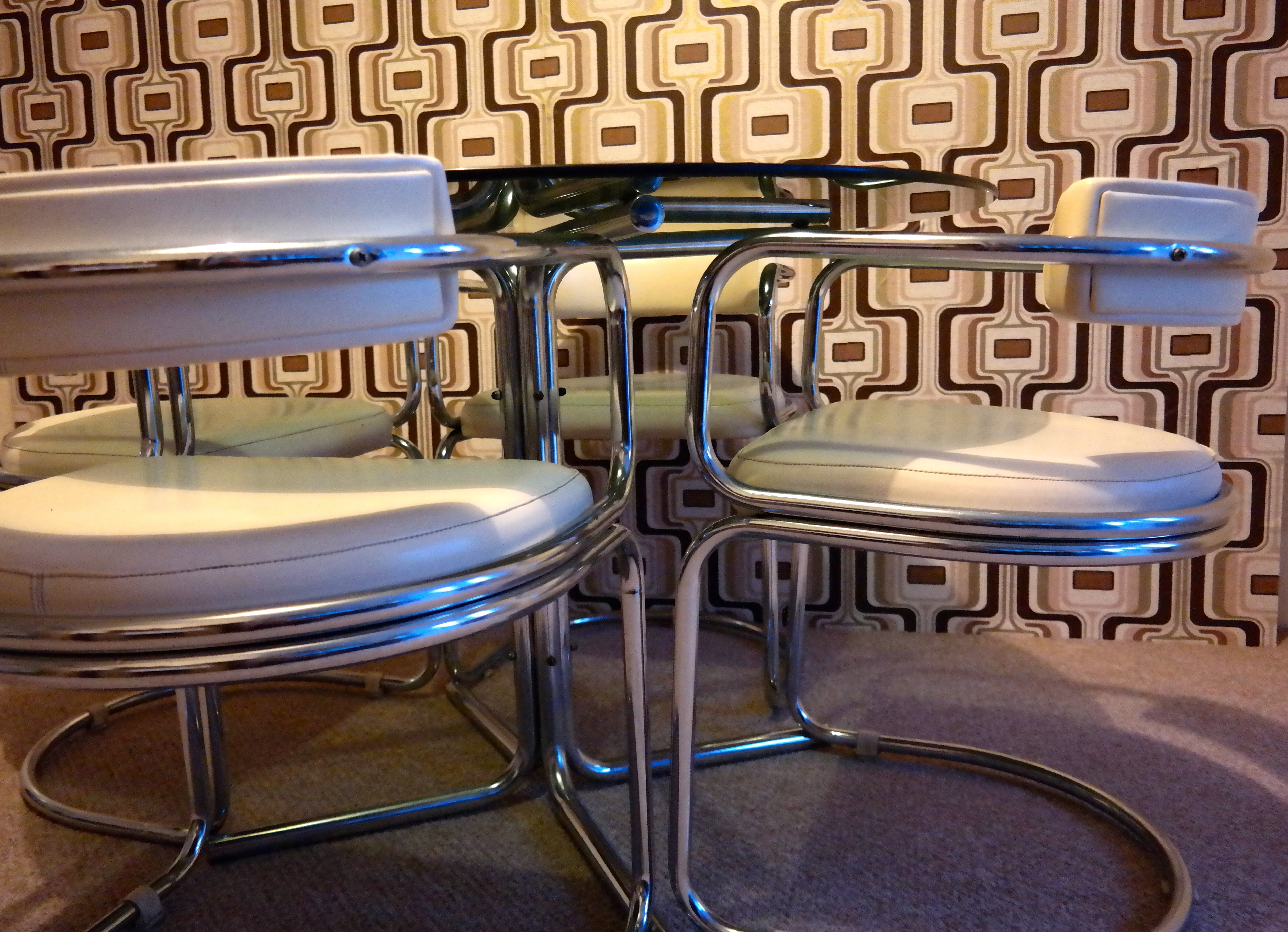 Retro Glass Dining Tables And Chairs In Best And Newest Retro Glass Dining Table And Chairs – Heavenly Metal (View 16 of 25)
