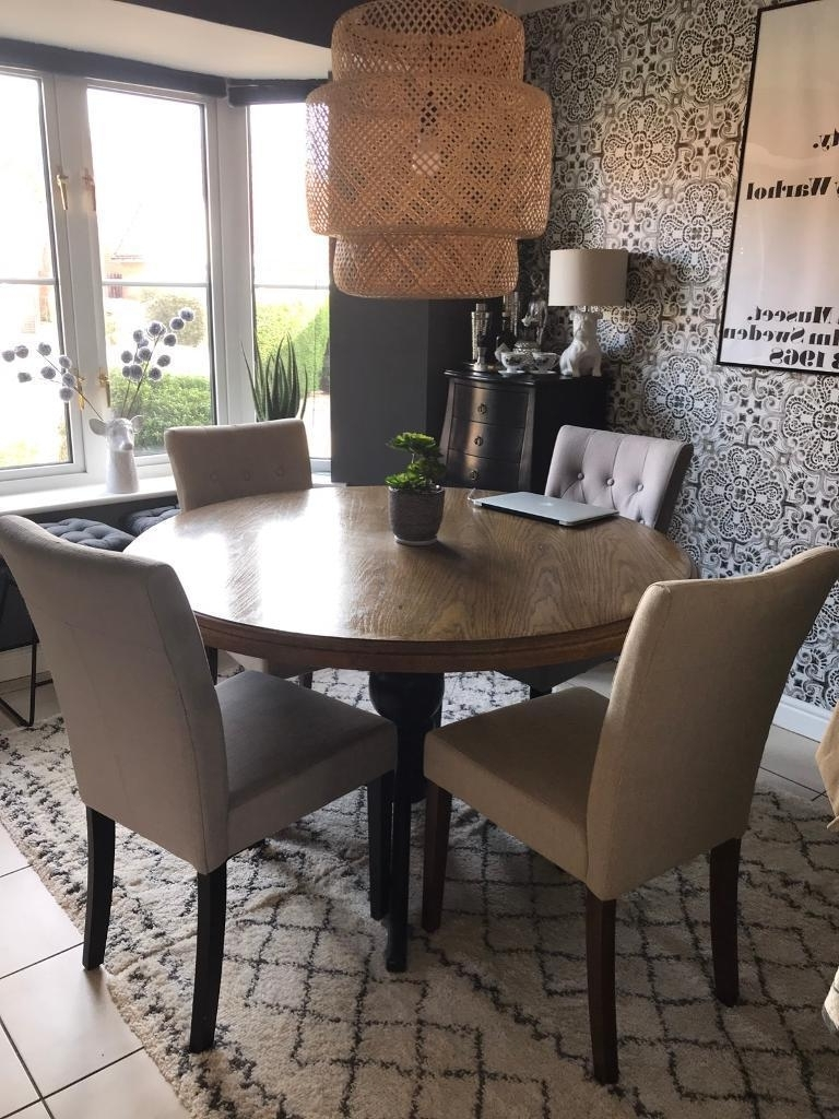 Round Oak Dining Tables And Chairs Regarding Best And Newest Round Oak Dining Table & 4 Button Back Chairs In Great Condition (View 13 of 25)