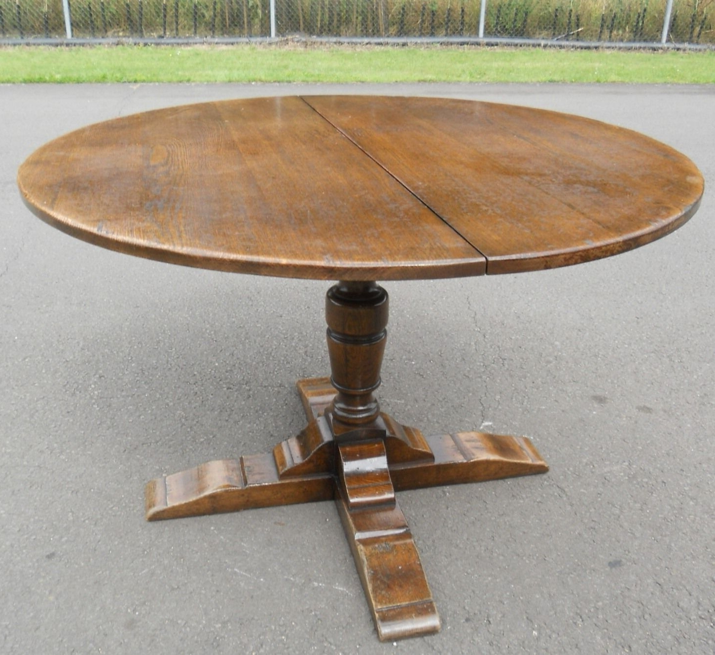 Round Oak Extendable Dining Tables And Chairs Regarding Well Known Sold – Round Oak Pedestal Extending Dining Table To Seat Eight (View 6 of 25)