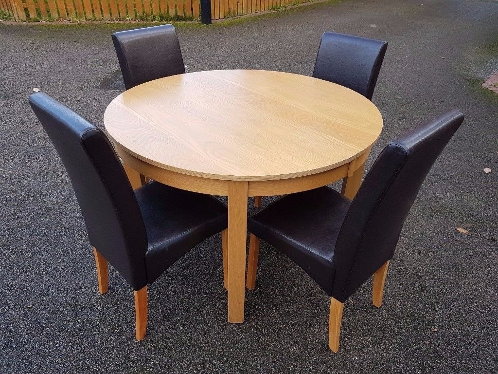 Round Oak Veneer Extending Dining Table & 4 Leather Chairs Free Pertaining To Most Recently Released Round Oak Extendable Dining Tables And Chairs (View 25 of 25)