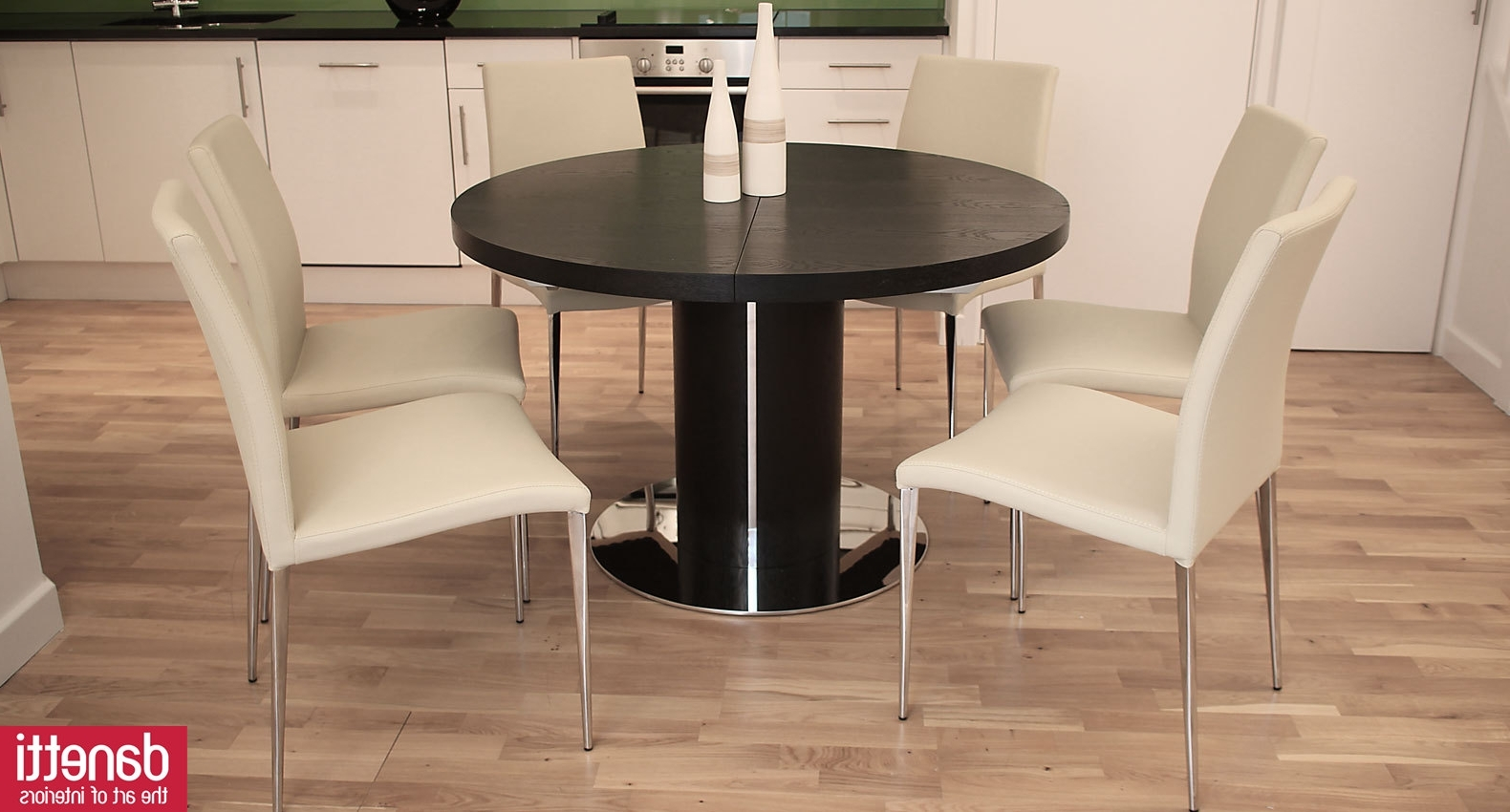Small Round Extending Dining Tables Pertaining To Fashionable Dining: Extendable Dining Table Round (View 19 of 25)