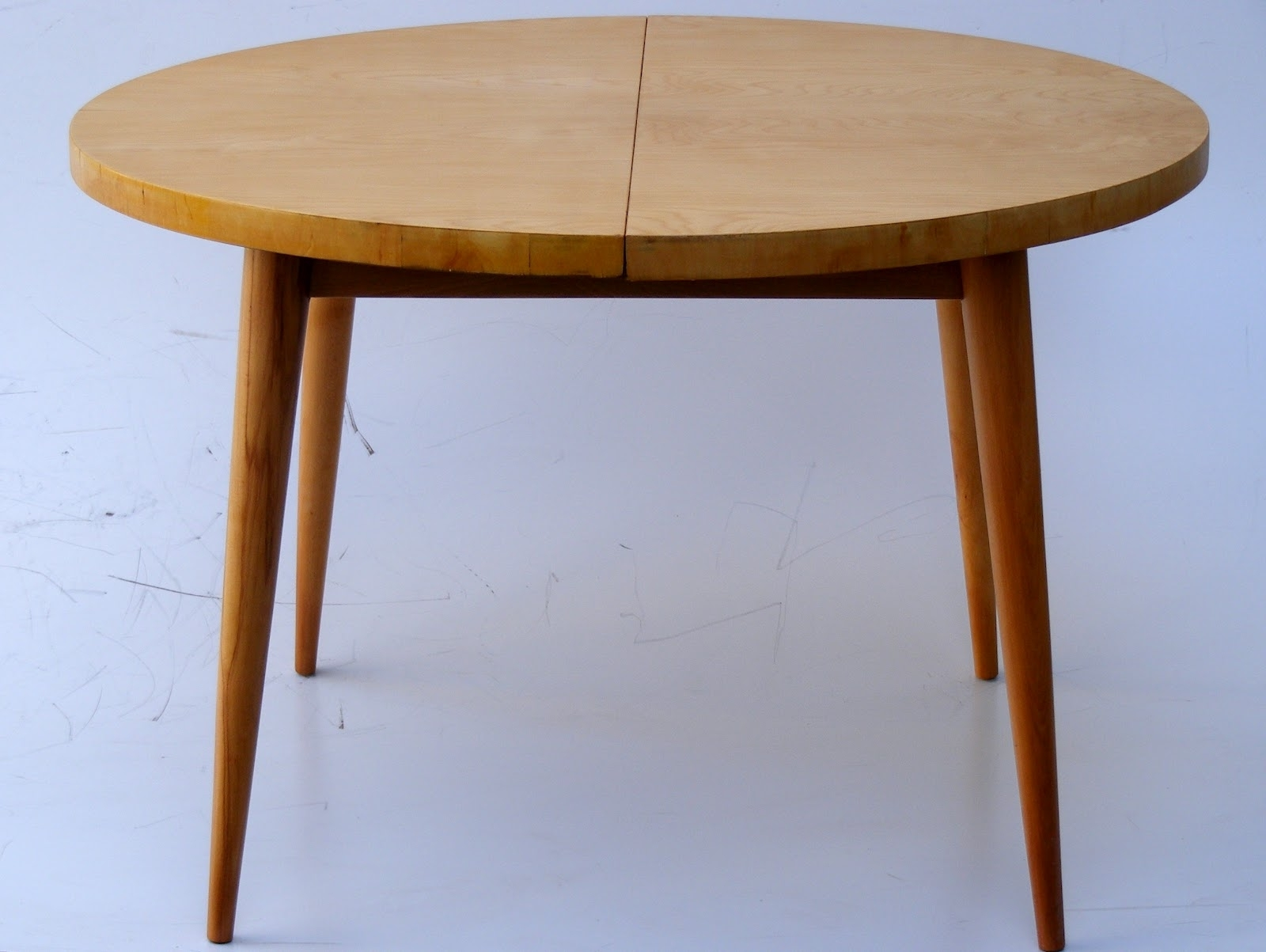 Small Round Extending Dining Tables With Favorite Dining Tables: Interesting Small Round Extending Dining Table (View 3 of 25)