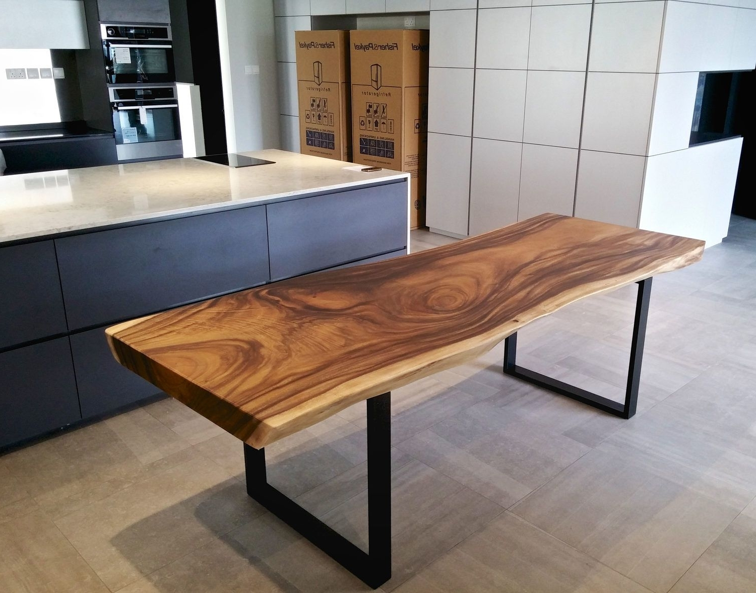 Solid Oak Dining Tables Regarding 2018 Solid Wood Dining Table With Black Metal Legs (View 16 of 25)