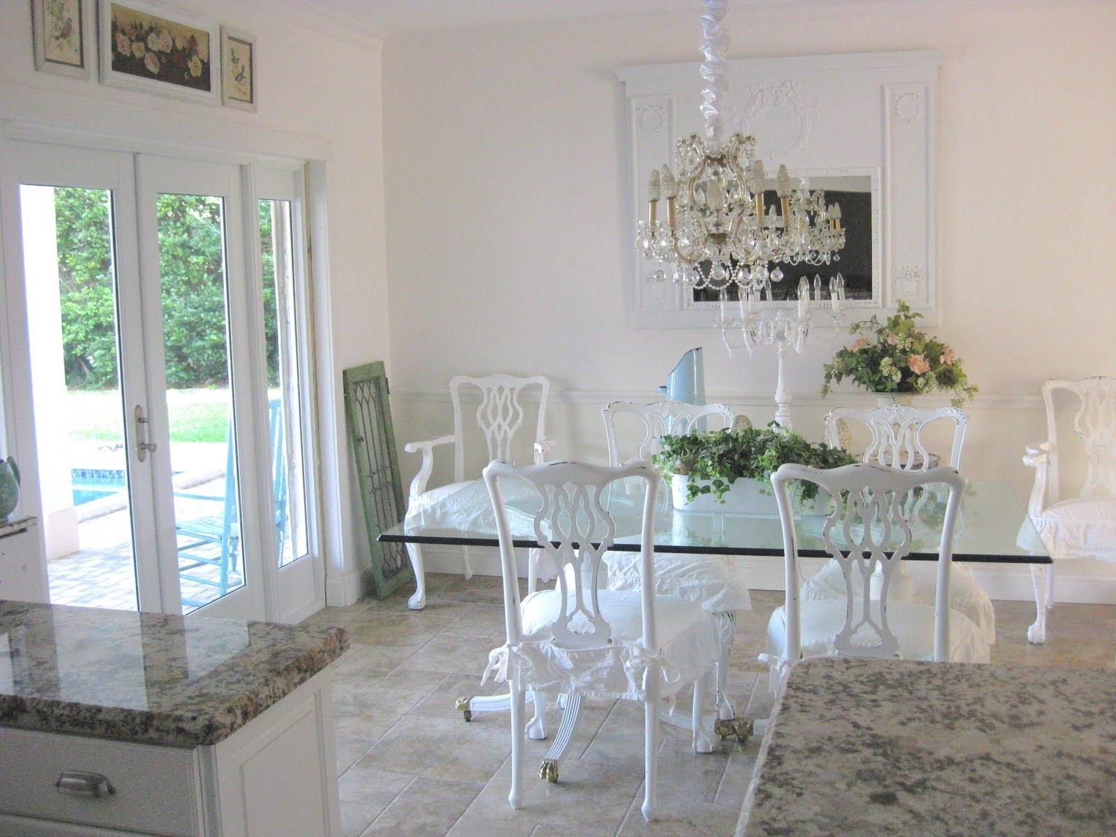 Trendy Crystal Dining Tables With Dining Room (View 19 of 25)