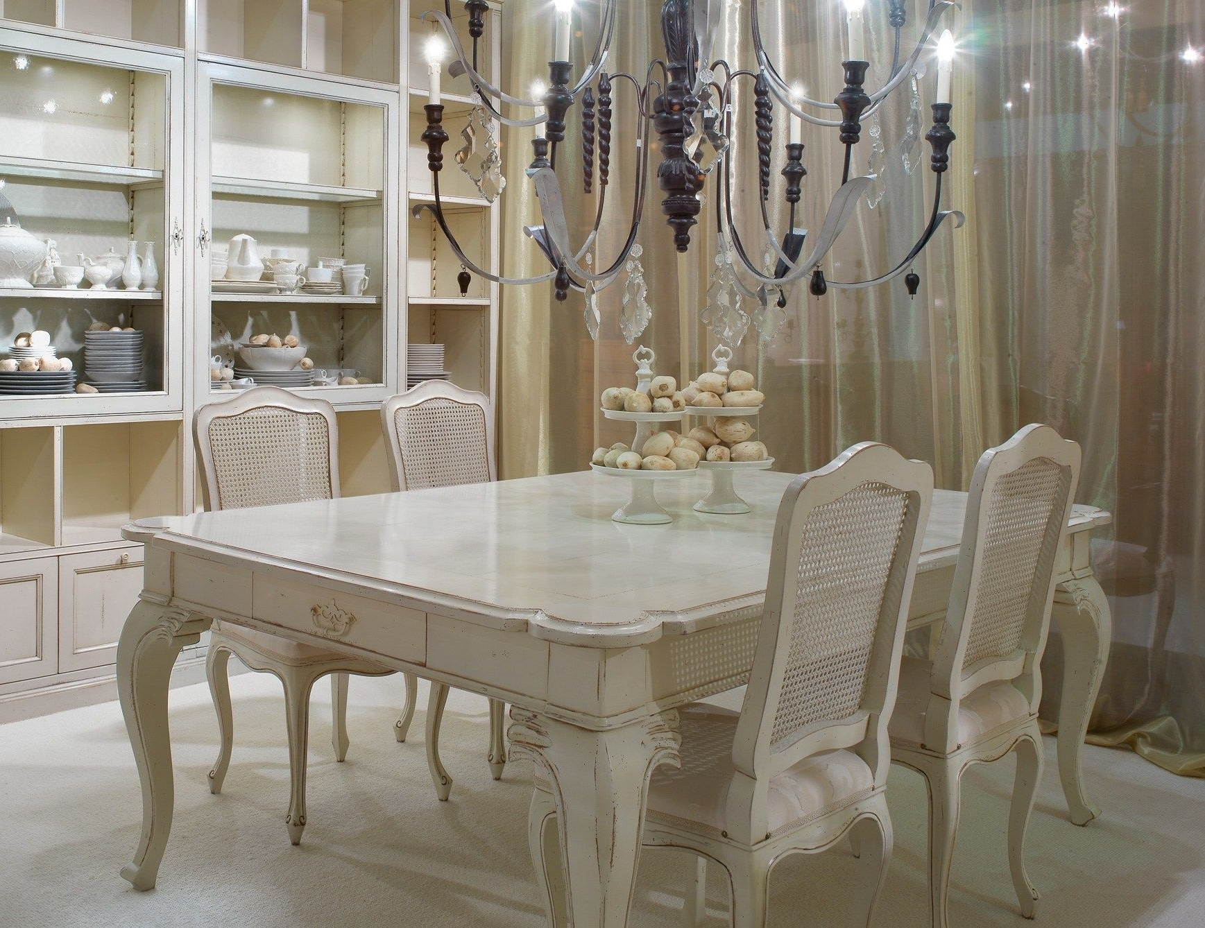 Trendy Ivory Painted Dining Tables Regarding Dining Table Thomasville Furniture Living Room Table Sets (View 23 of 25)