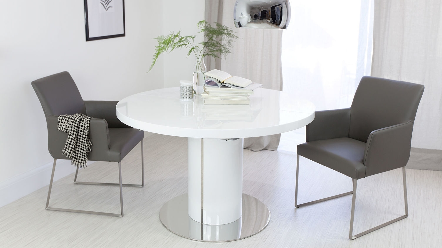 Trendy Round White Gloss Dining Table (View 8 of 25)