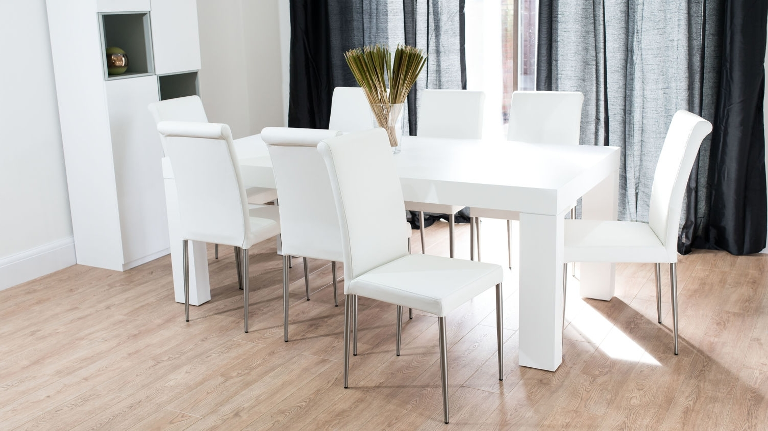 Well Known Oak Wood Dining Table In White Color Feature Clear Glass Vase And In White Gloss And Glass Dining Tables (View 17 of 25)