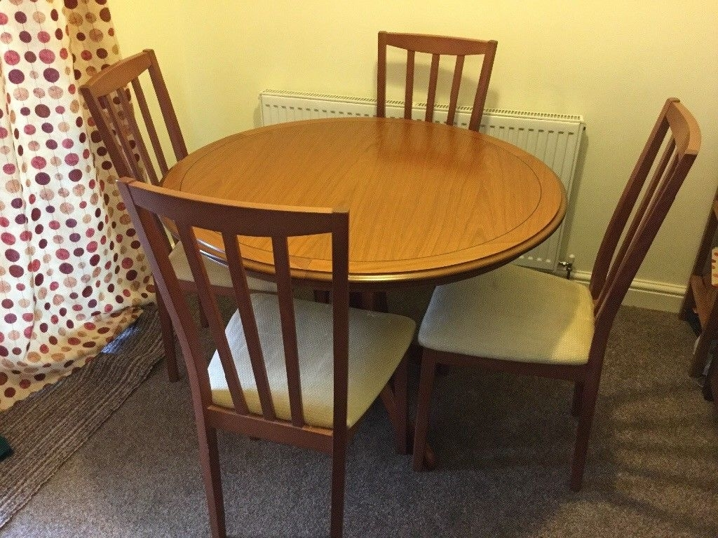 Well Known Round Extending Dining Tables And Chairs With Regard To Solid Wood Round Extending Dining Table And Chairs (View 23 of 25)