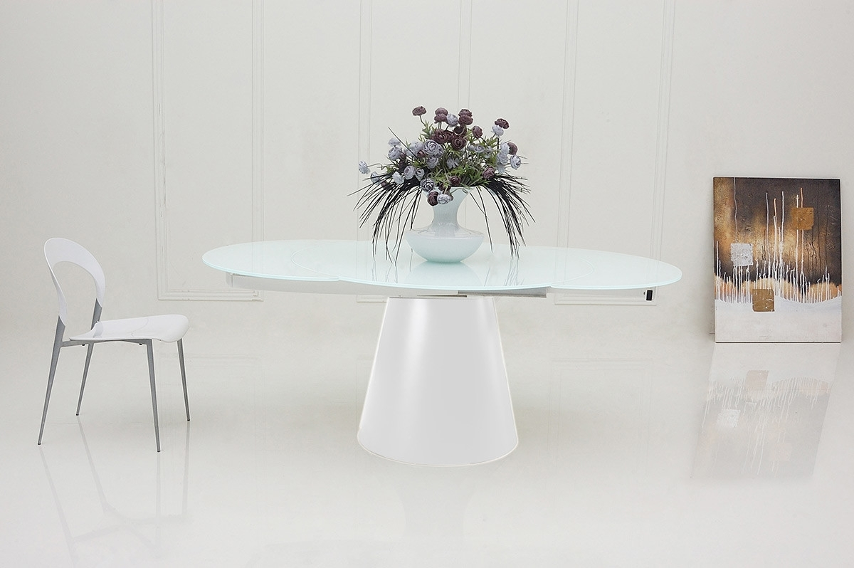 Well Known Savor Modern Round Extendable White Dining Table In White Round Extending Dining Tables (View 12 of 25)