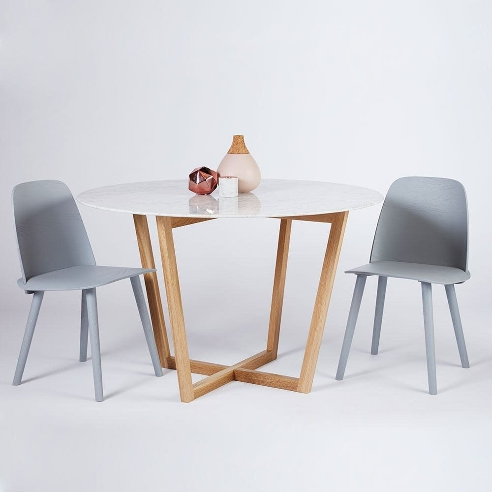Well Liked Modern Designer Round Italian Marble Dining Table – Oak Wooden Base Regarding Lassen Round Dining Tables (View 6 of 25)