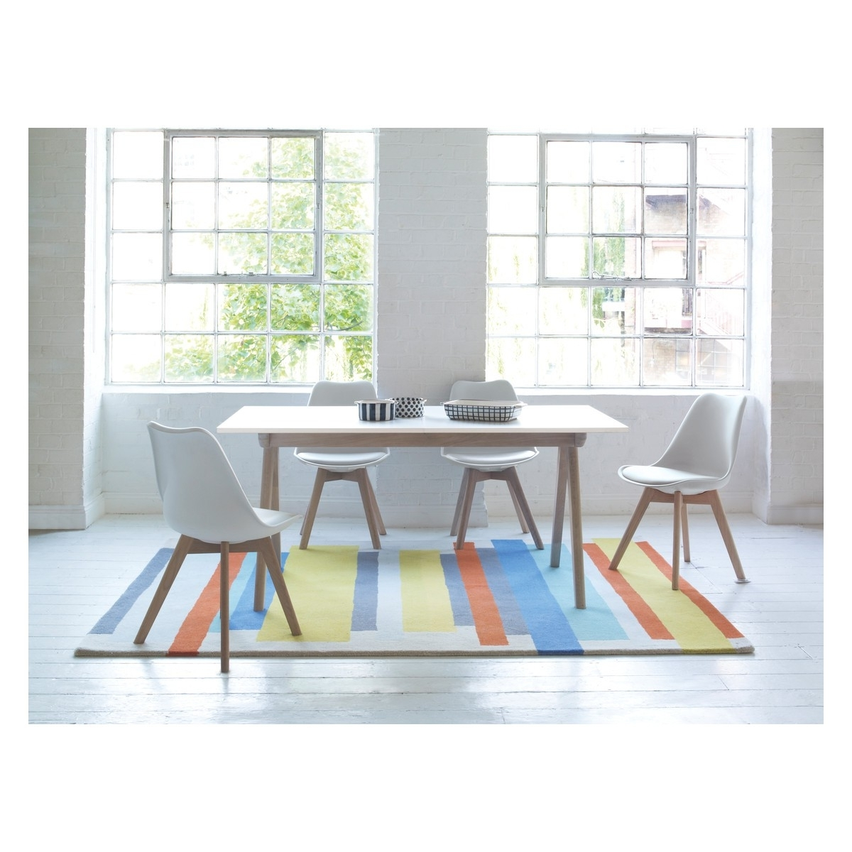 White Glass Dining Tables And Chairs Throughout Popular Jerry Dining Set With White Extending Table And 4 White Chairs (View 7 of 25)