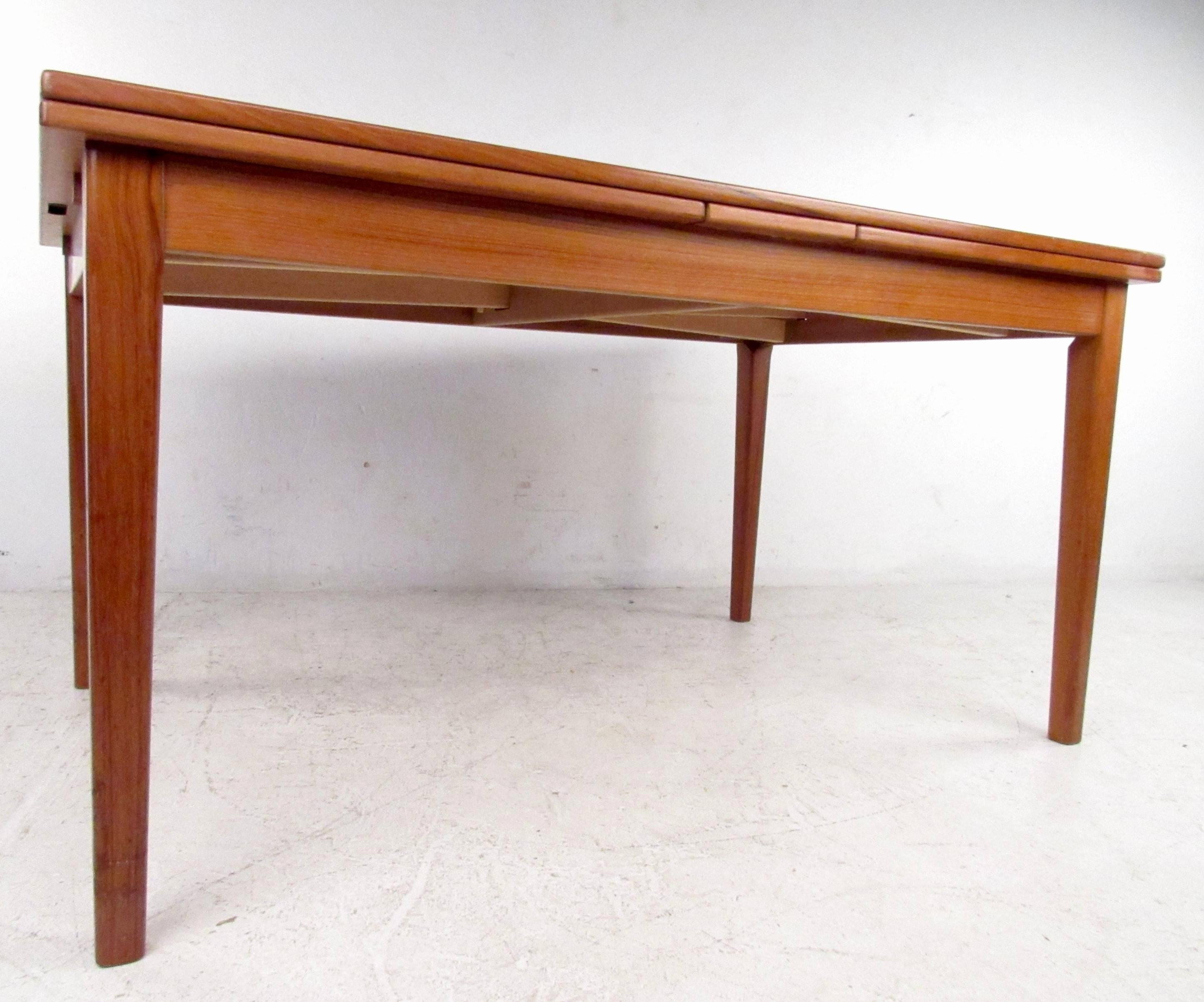 Widely Used Round Extendable Dining Tables Throughout Round Extendable Dining Table Best Mid Century Dining Set With (View 25 of 25)