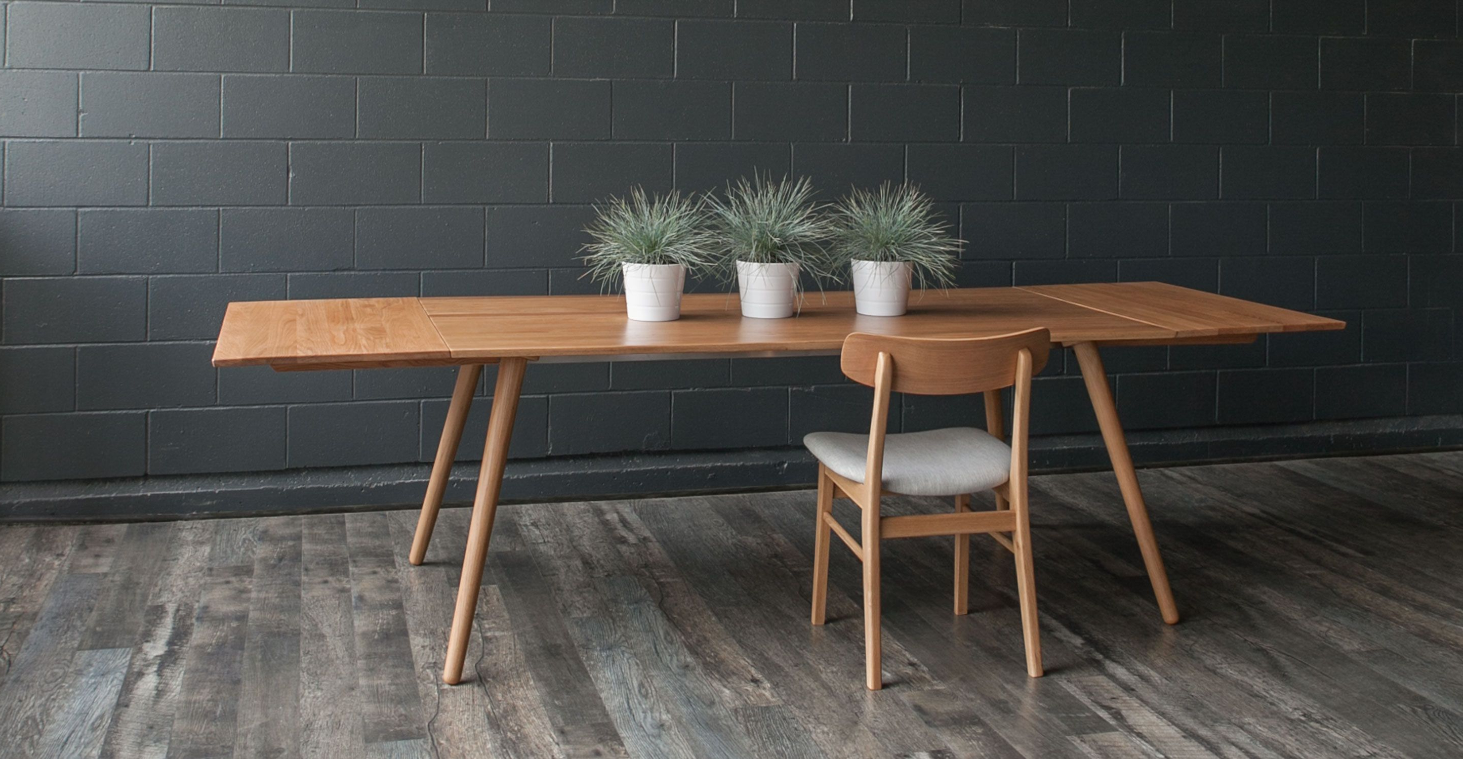 Latest Wallflower 3 Piece Dining Sets For Seno Oak Dining Table, Extendable In  (View 11 of 25)