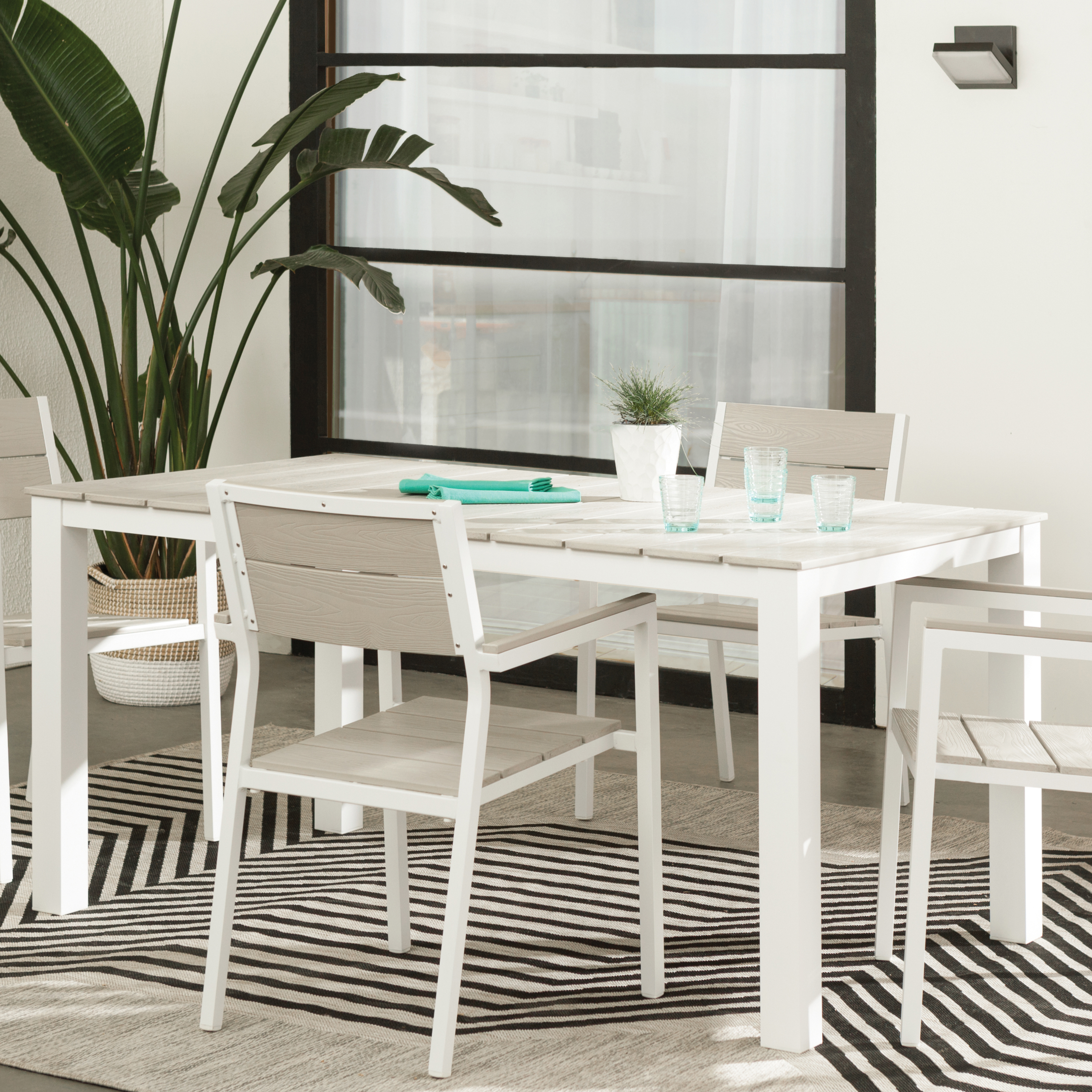 Recent Modern Outdoor Dining Furniture (View 17 of 25)