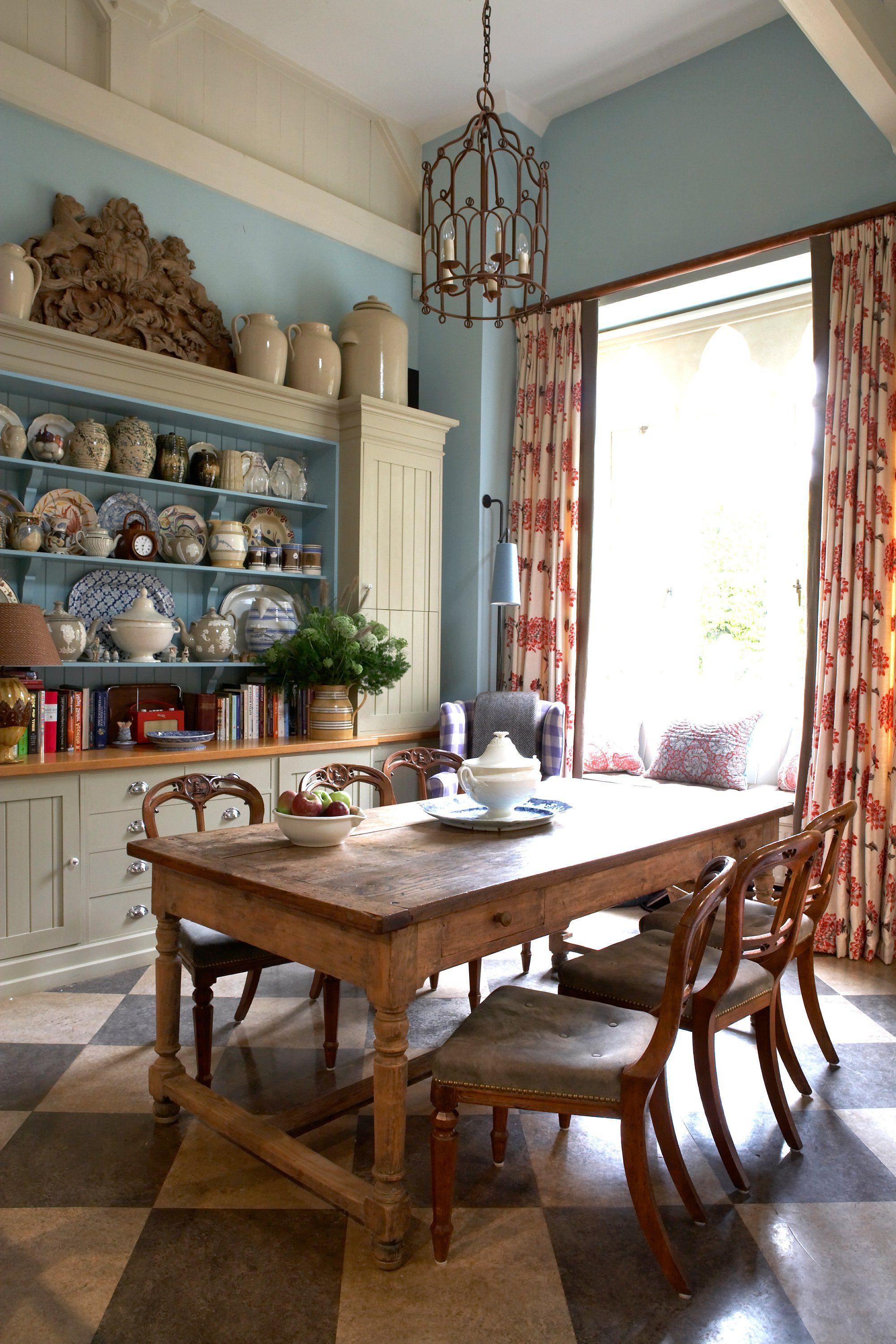 Tour The Dreamy English Country Cottage Of Designer William Yeoward With Regard To Current Partin 3 Piece Dining Sets (View 15 of 25)