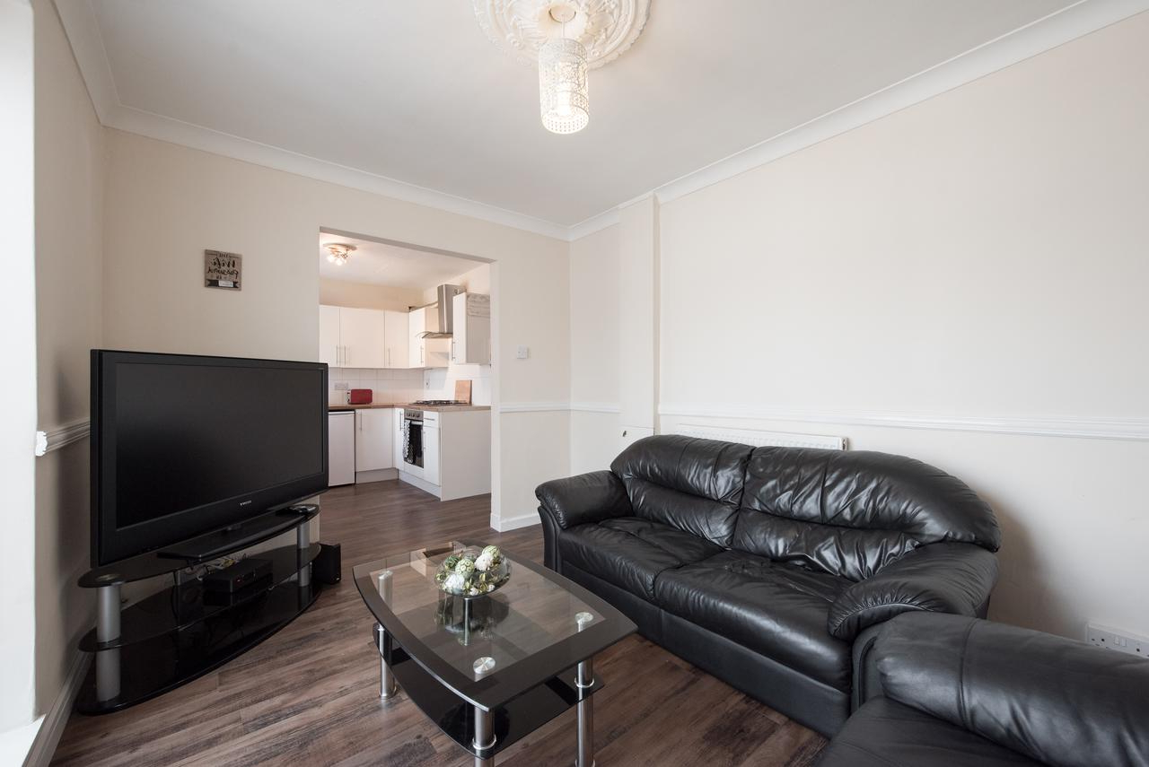 Vacation Home Spacious 3 Bed House, Chelmsford, Uk - Booking with regard to Trendy Chelmsford 3 Piece Dining Sets