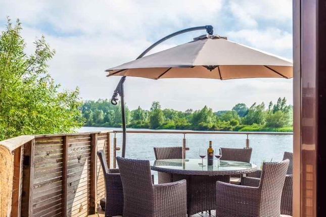 2 Bed Lodge For Sale In Whelford Road, Fairford Gl7 – Zoopla Throughout Well Known Fairford Market Umbrellas (View 15 of 25)