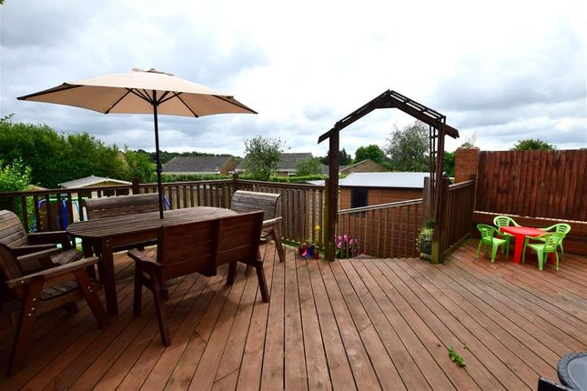3 Bed Semi Detached House For Sale In Whitehill Road, Crowborough In Most Recently Released Crowborough Market Umbrellas (View 19 of 25)