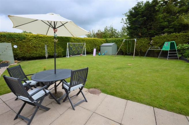 3 Bedroom Detached House For Sale In Thorn Tree Avenue, Filey, Yo14 Inside Preferred Filey Market Umbrellas (View 18 of 25)
